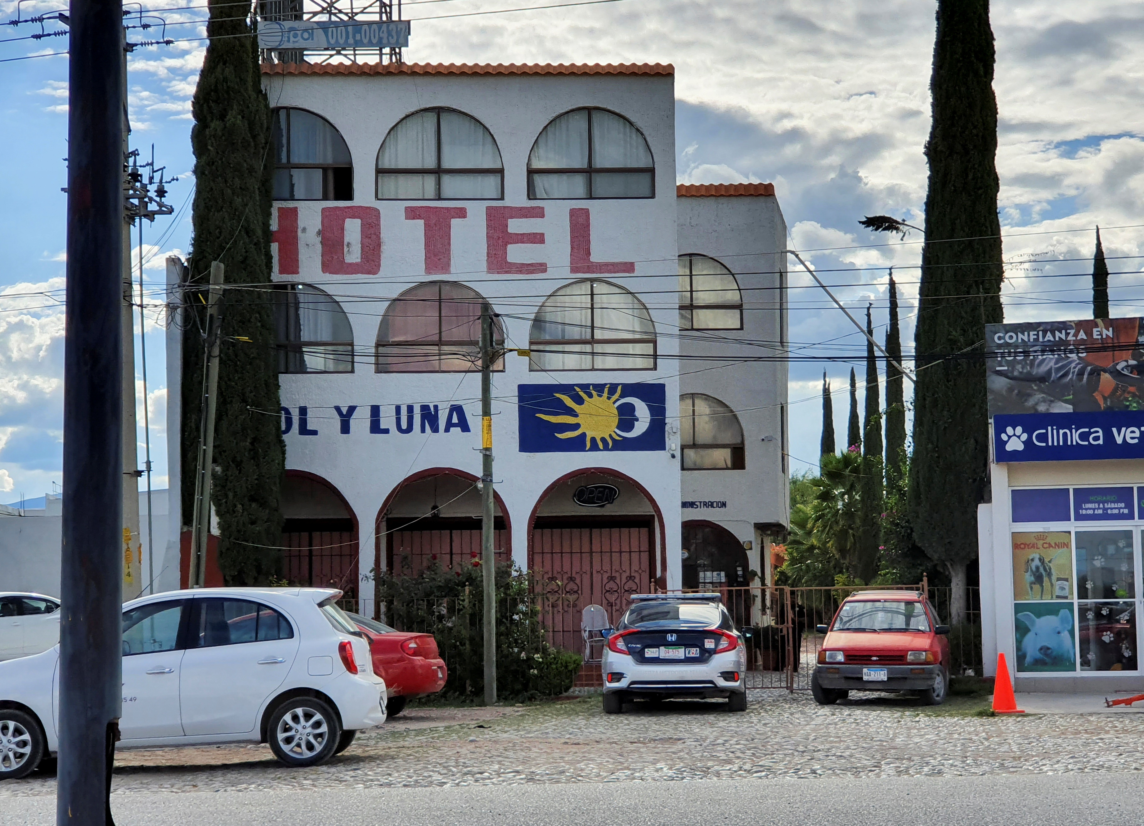 A police patrol car is parked outside the Sol y Luna hotel after gunmen stormed the hotel and kidnapped some 20 foreigners believed to be mostly from Haiti and Venezuela, according to state's attorney general office, in Matehuala, in San Luis Potosi state, Mexico September 14, 2021. REUTERS/Stringer