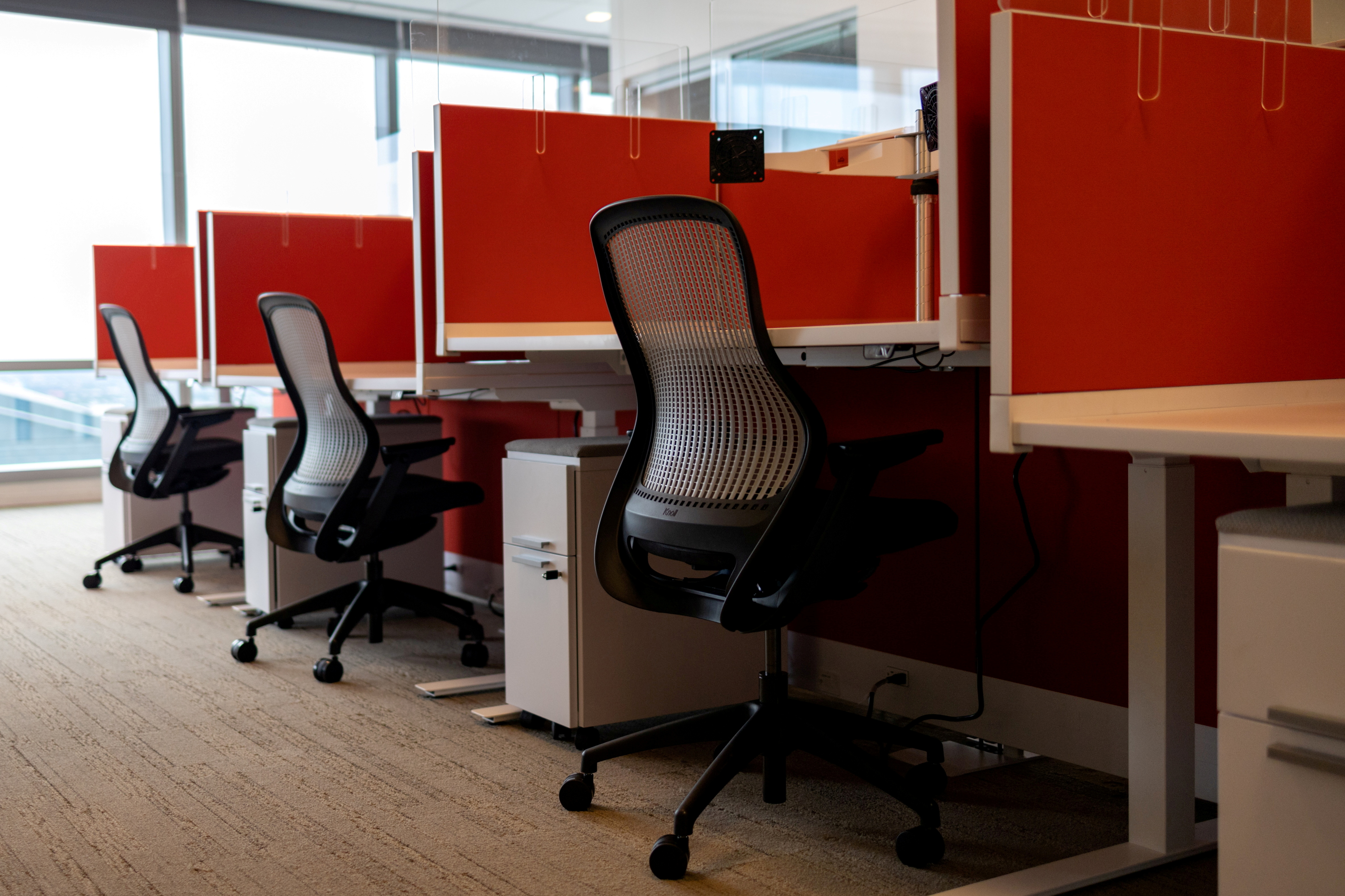 Empty cubicles are seen as the first phase of FMC Corporation employees return to work in the office in Philadelphia, Pennsylvania, U.S., June 14, 2021. REUTERS/Hannah Beier/File Photo