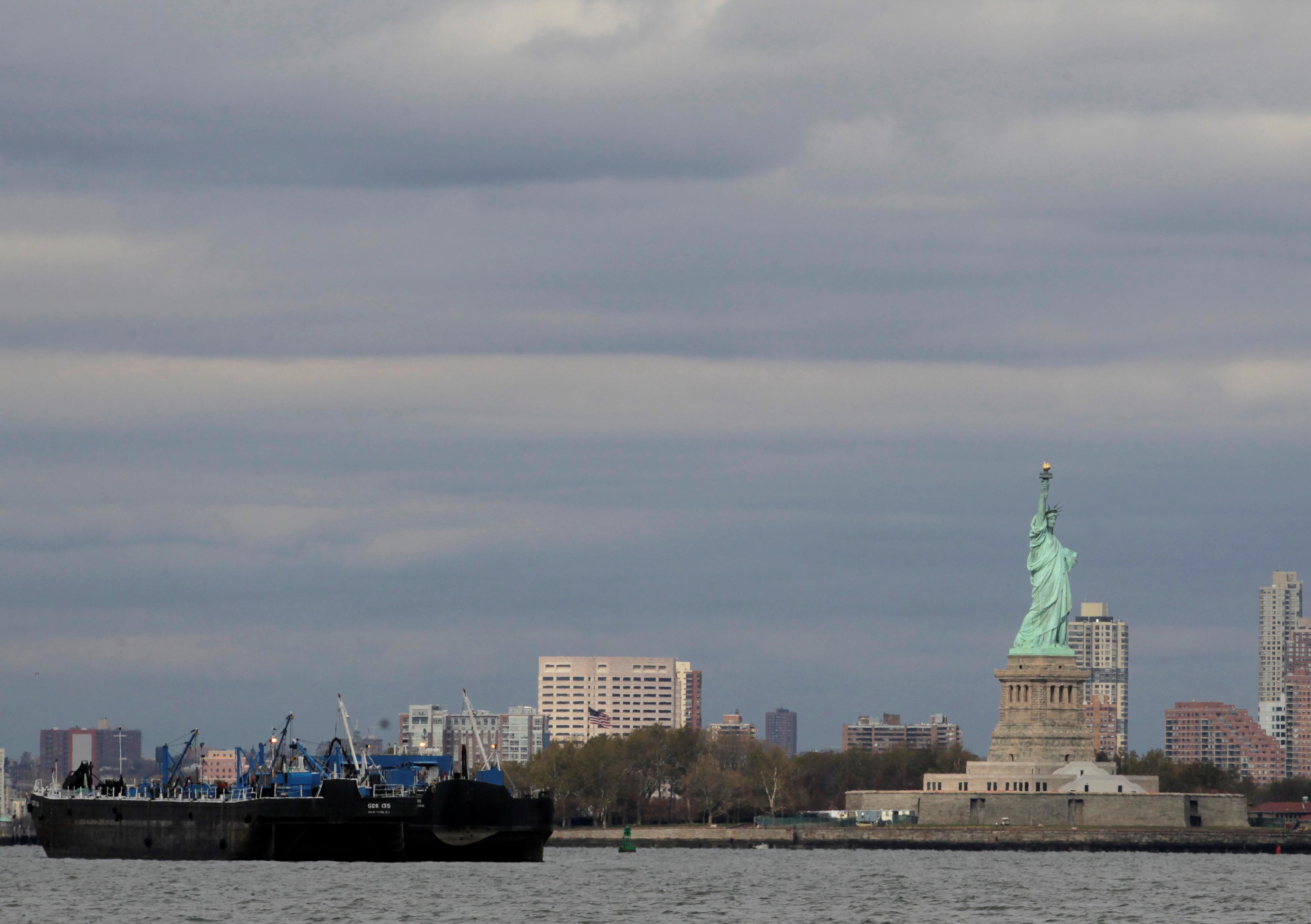 An oil tanker is anchored in New York Harbor October 31, 2012.  REUTERS/Brendan McDermid
