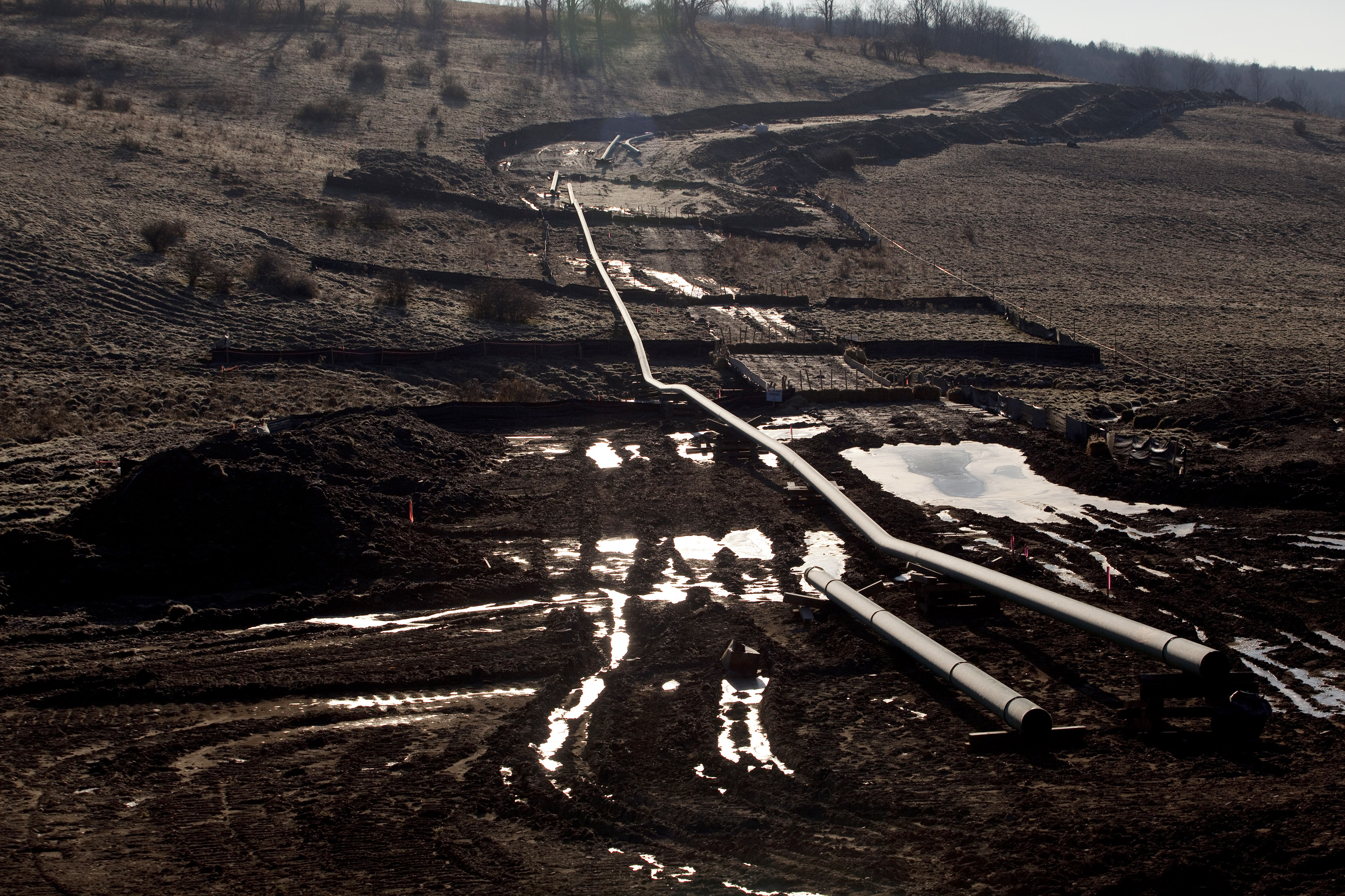 A natural gas pipeline is seen under construction in Bradford County, Pennsylvania, January 7, 2012.  REUTERS/Les Stone
