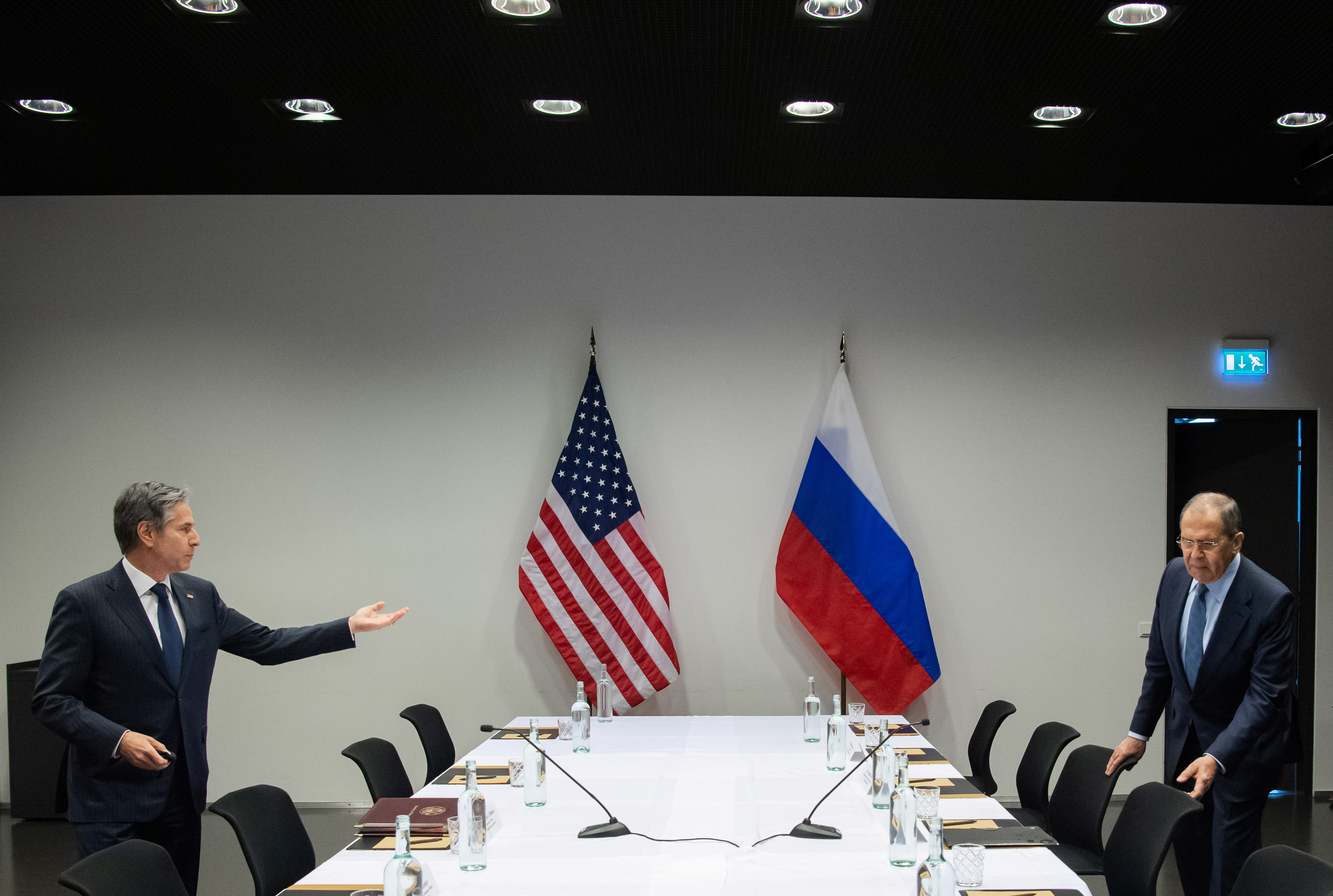 U.S. Secretary of State Antony Blinken meets with Russian Foreign Minister Sergey Lavrov at the Harpa Concert Hall, on the sidelines of the Arctic Council Ministerial summit, in Reykjavik, Iceland, May 19, 2021. Saul Loeb/Pool via REUTERS