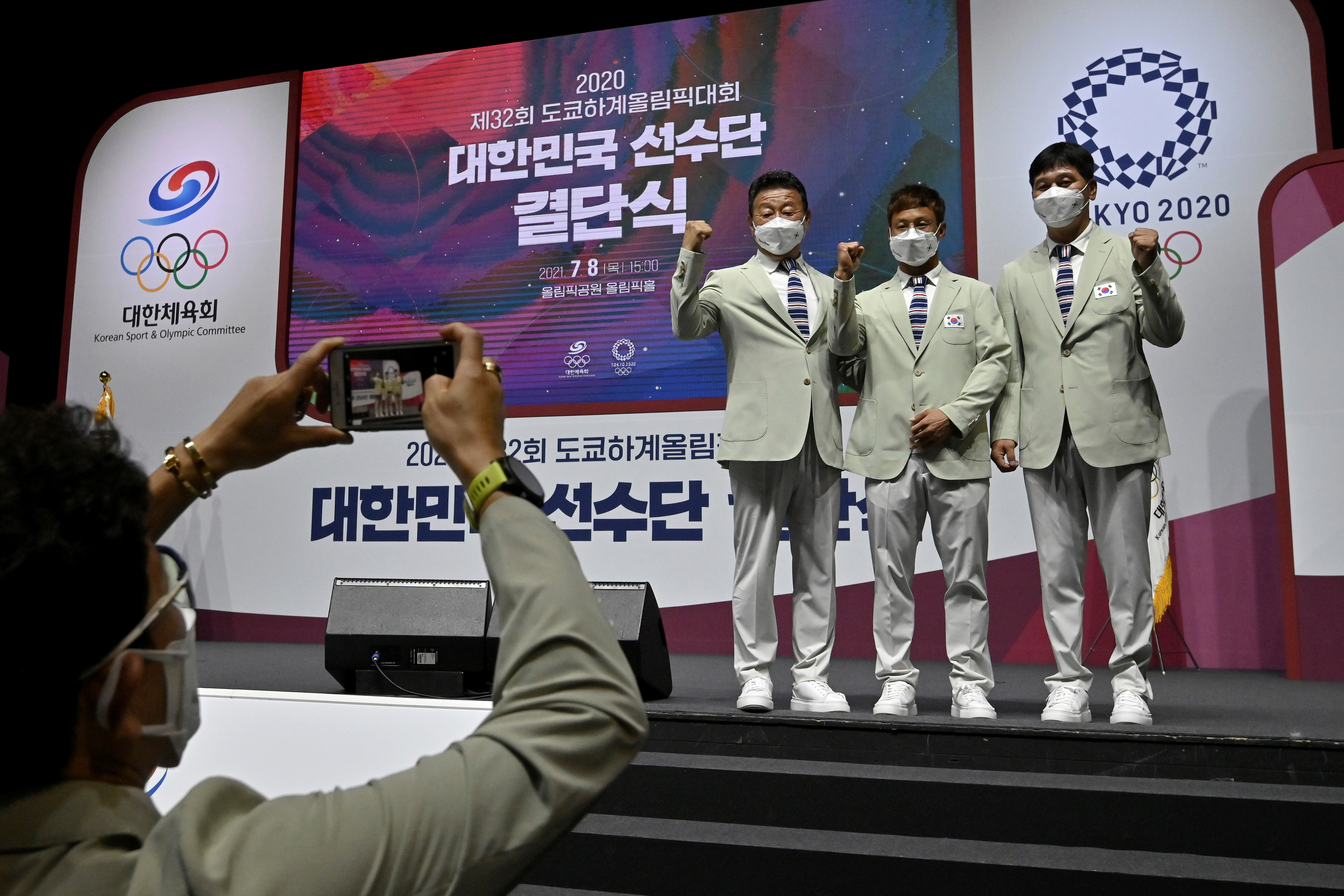 South Korean athletes pose for a photograph during an inaugural ceremony ahead of the departure of South Korea's Tokyo 2020 Olympic Games delegation for Japan, in Seoul, South Korea July 8, 2021. Jung Yeon-je/Pool via REUTERS