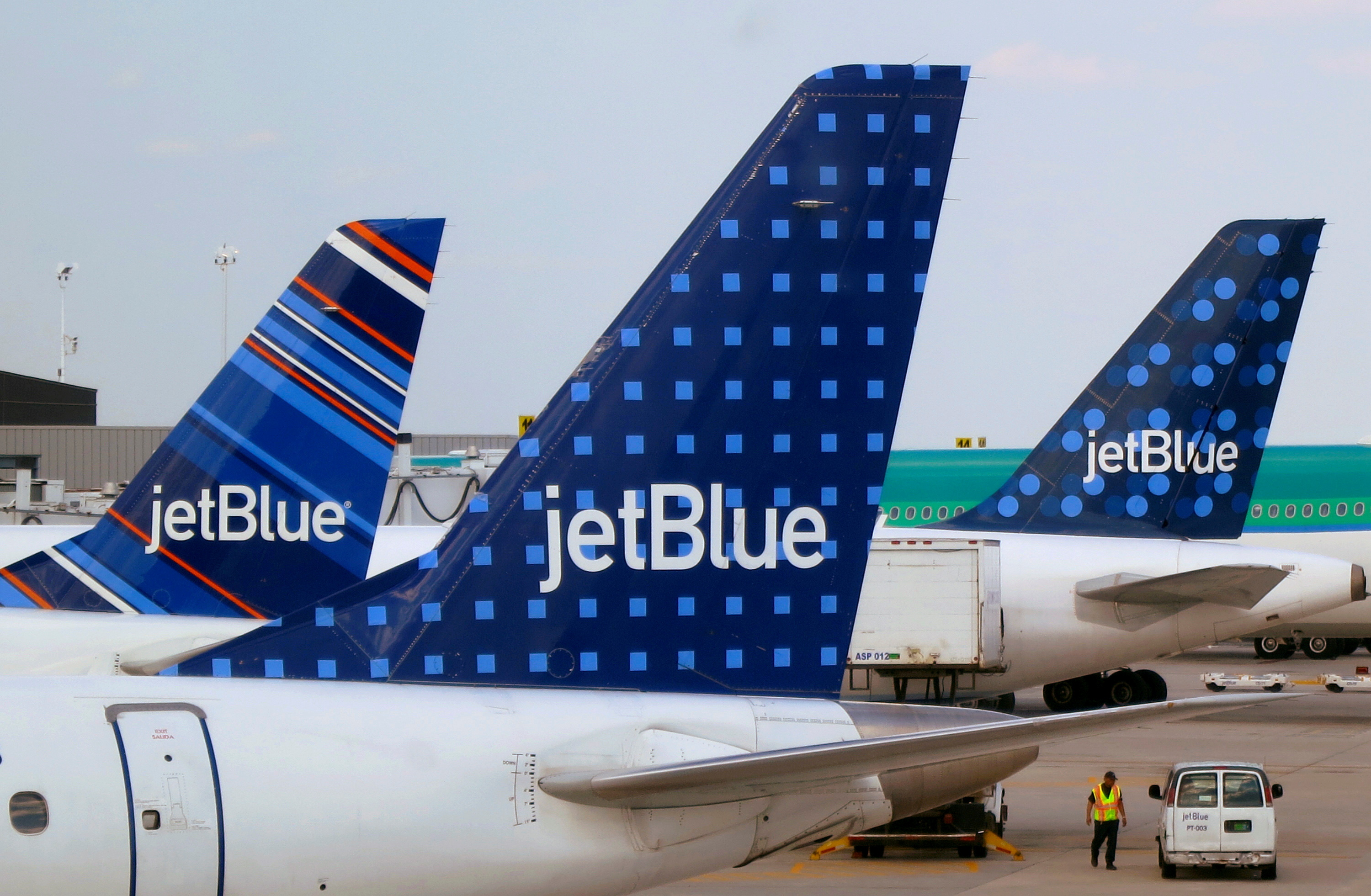 JetBlue Airways aircraft are pictured at departure gates at John F. Kennedy International Airport in New York June 15, 2013. REUTERS/Fred Prouser/File Photo