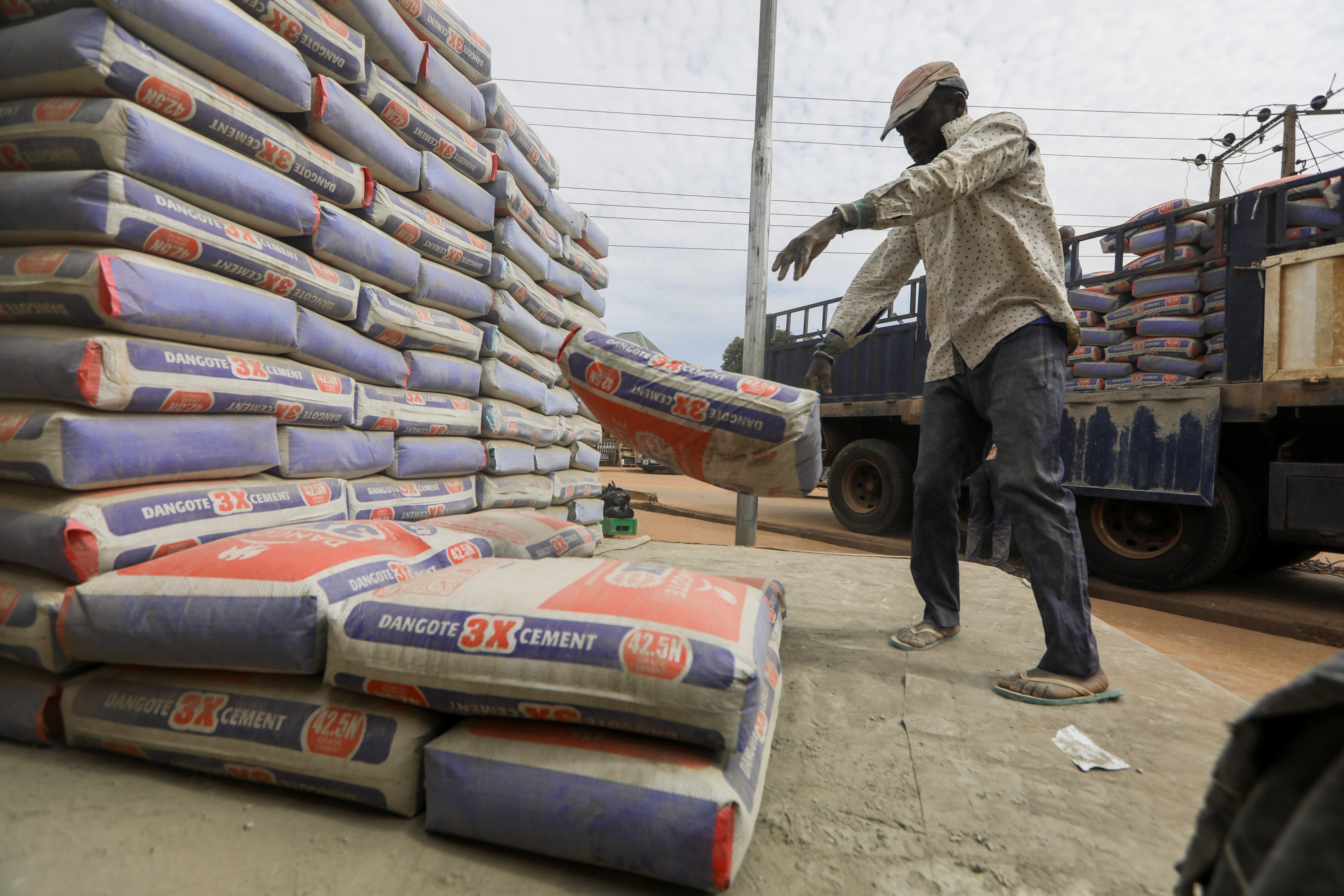 A man drops a bag of Dangote cement while offloading a truck in Abuja, Nigeria May 11, 2021. REUTERS/Afolabi Sotunde