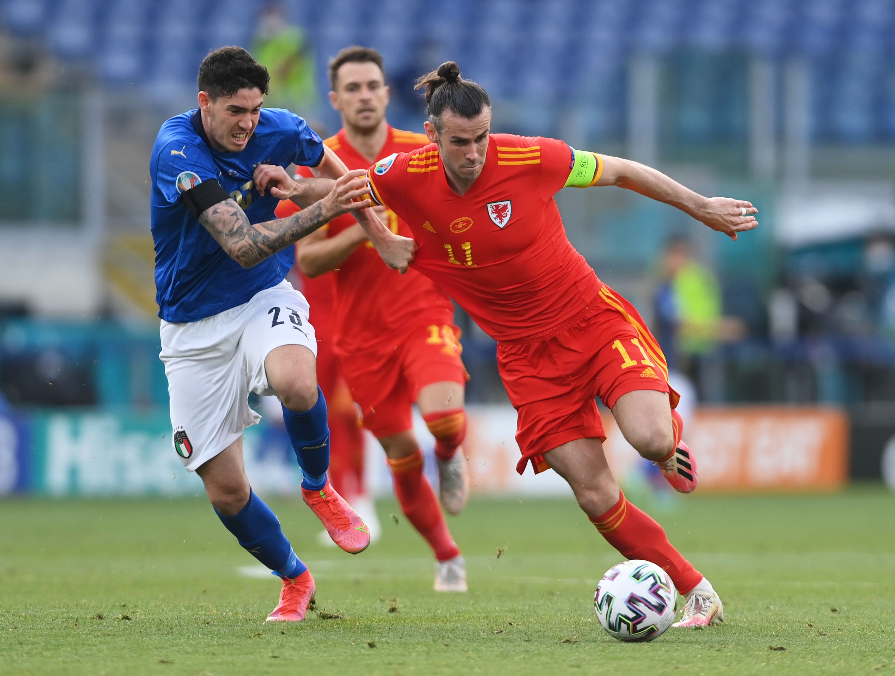 Soccer Football - Euro 2020 - Group A - Italy v Wales - Stadio Olimpico, Rome, Italy - June 20, 2021  Wales' Gareth Bale in action with Italy's Giovanni Di Lorenzo Pool via REUTERS/Mike Hewitt
