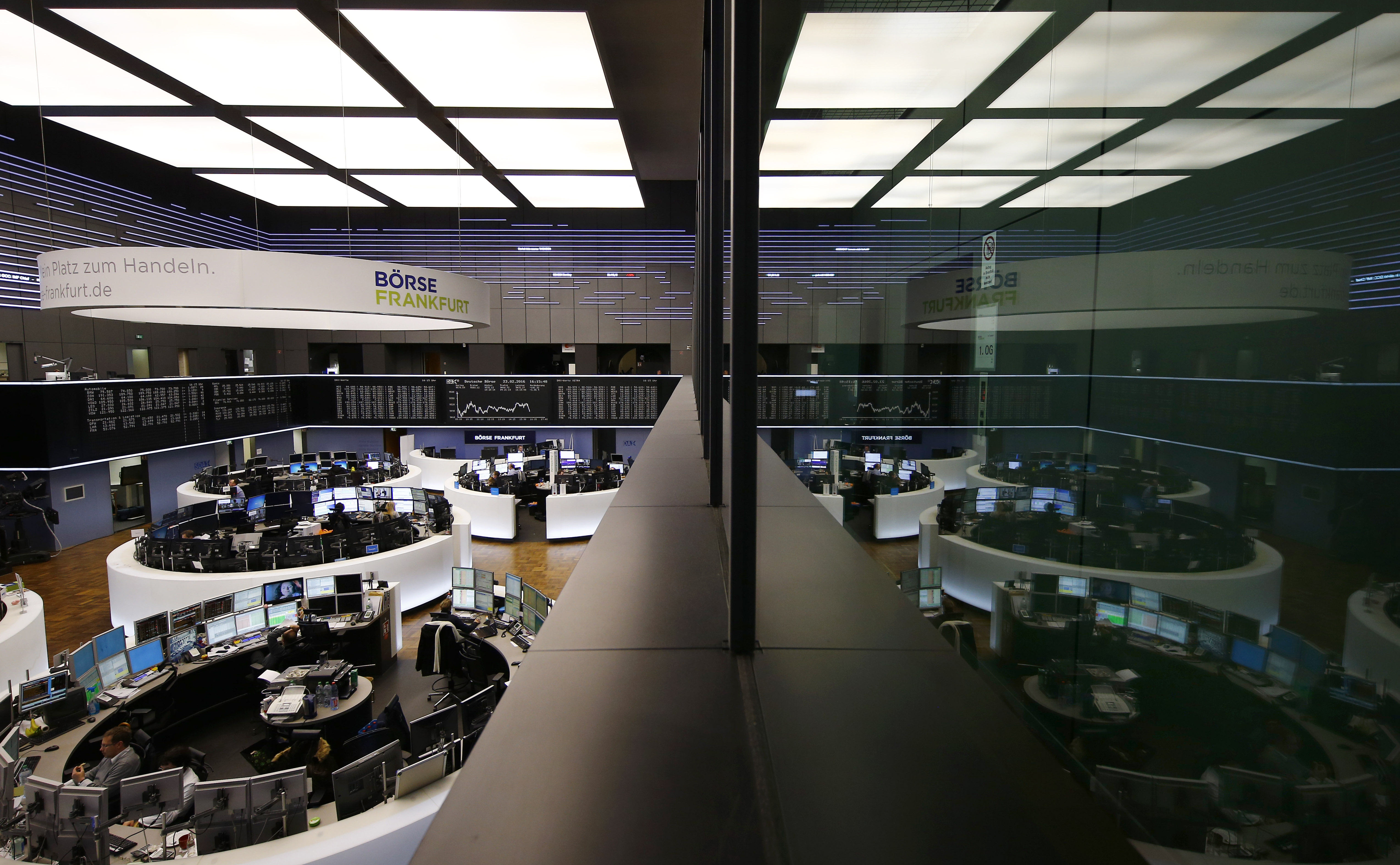 The trading room of Frankfurt's stock exchange (Boerse Frankfurt) is reflected in the window of the visitor's gallery during afternoon trading session in Frankfurt Germany, February 23, 2016.  REUTERS/Kai Pfaffenbach/File Photo