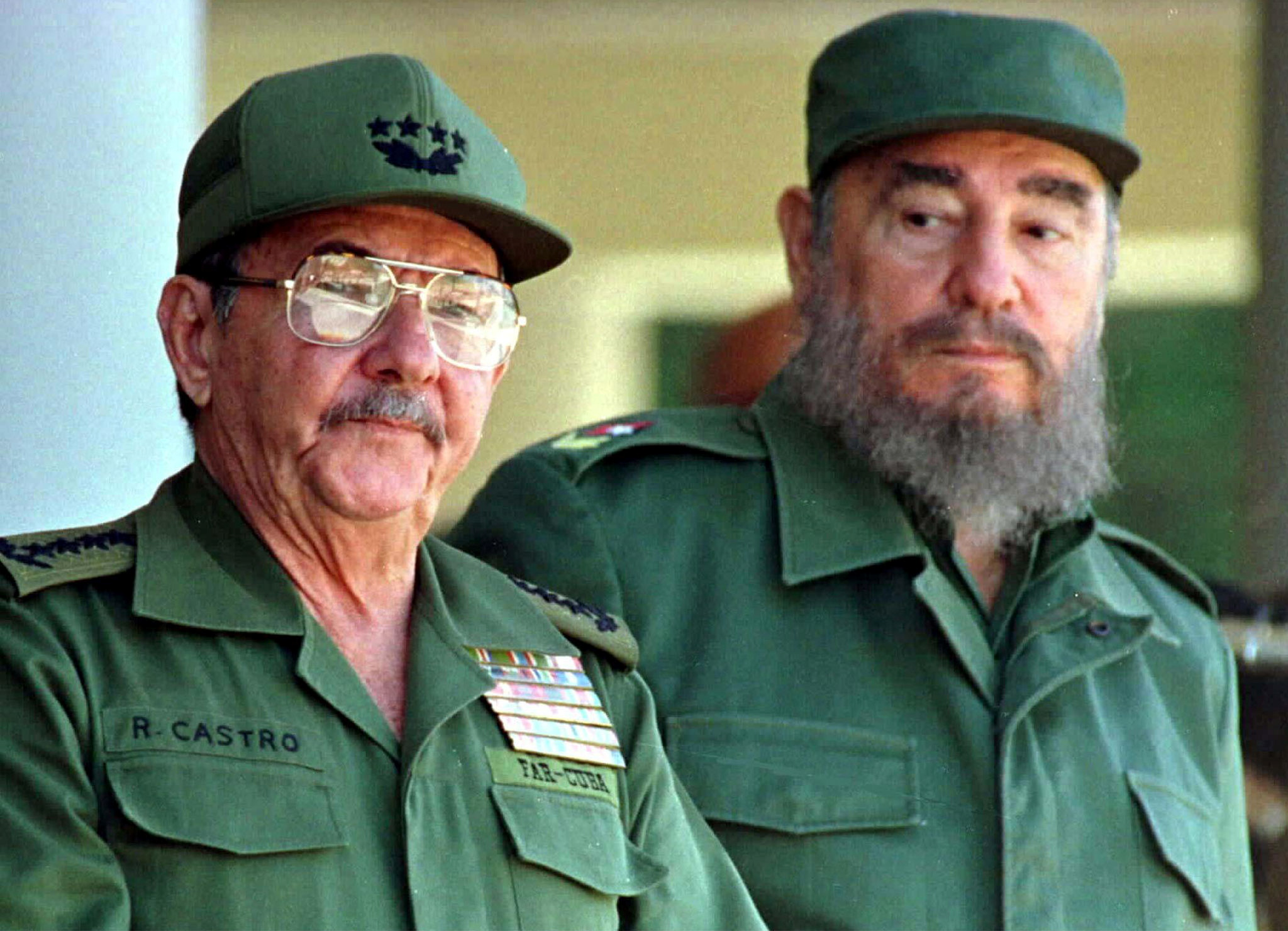 Fidel Castro and his brother, Armed Forces Minister Raul Castro (L), preside over a ceremony marking the 100th anniversary of the death of independence hero Antonio Maceo, in Havana, Cuba December 7, 1996.   REUTERS/Rafael Perez/File Photo