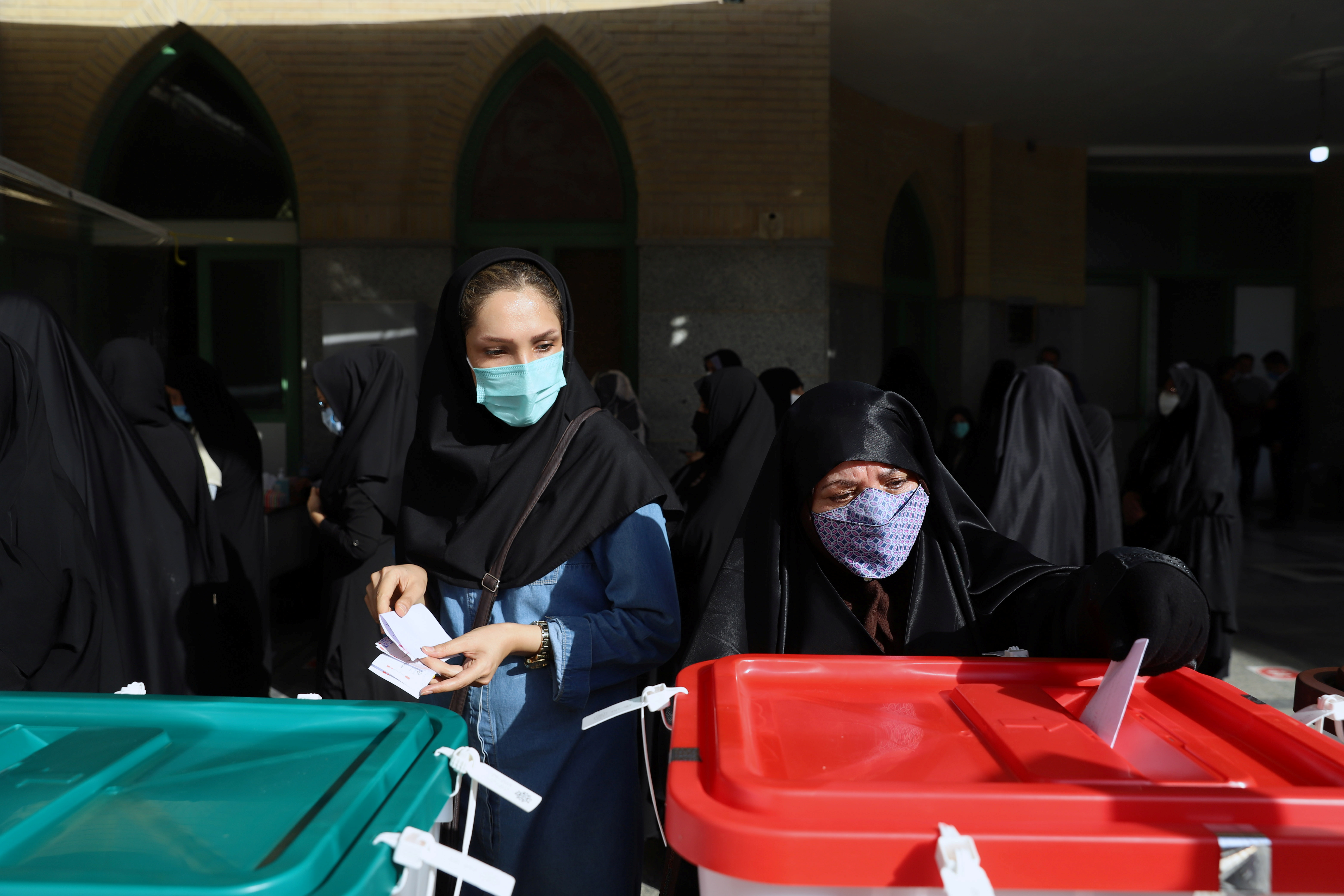 An Iranian woman casts her vote during presidential elections at a polling station in Tehran, Iran June 18, 2021. Majid Asgaripour/WANA (West Asia News Agency) via REUTERS ATTENTION EDITORS - THIS IMAGE HAS BEEN SUPPLIED BY A THIRD PARTY.
