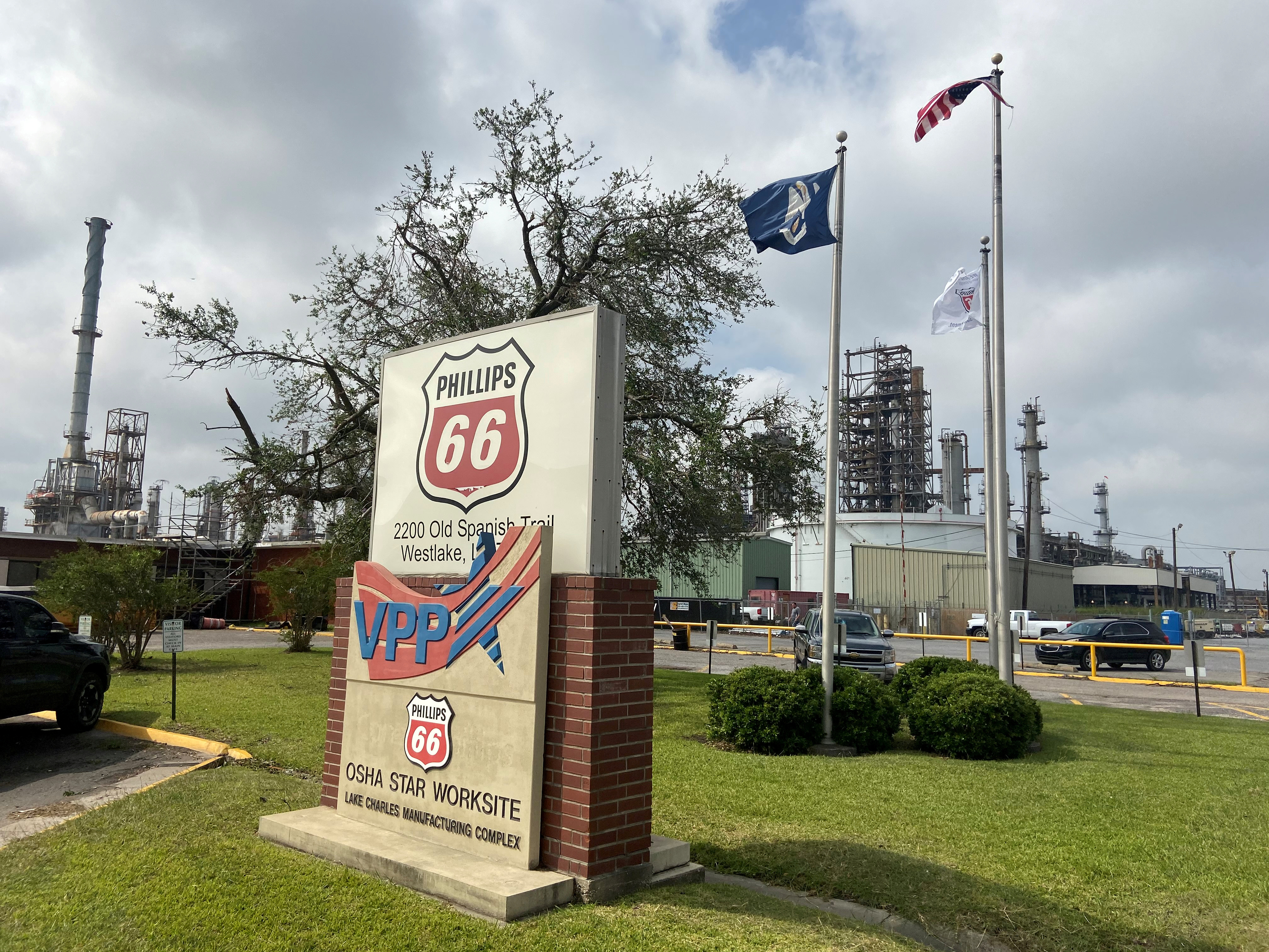 Flags wave in front of the Phillips 66 refinery near Lake Charles, Louisiana, U.S. October 11, 2020. REUTERS/Stephanie Kelly