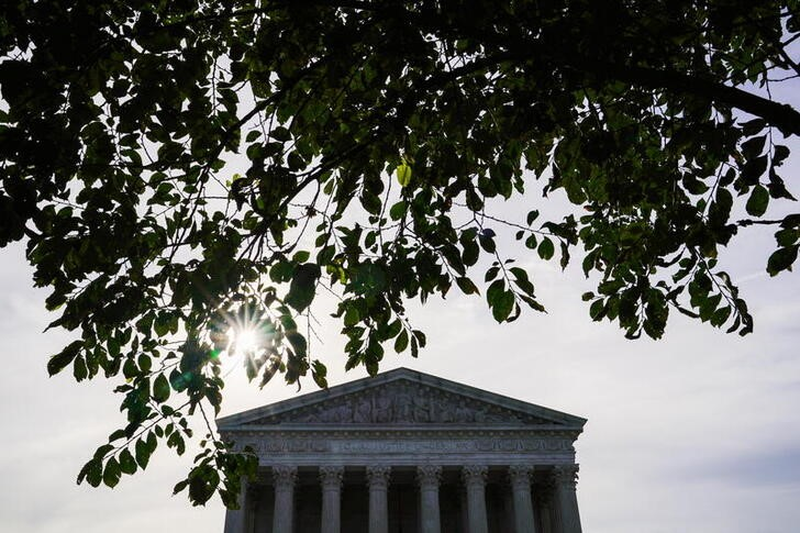 The sun rises behind the U.S. Supreme Court in Washington, U.S., June 1, 2021. REUTERS/Erin Scott/File Photo