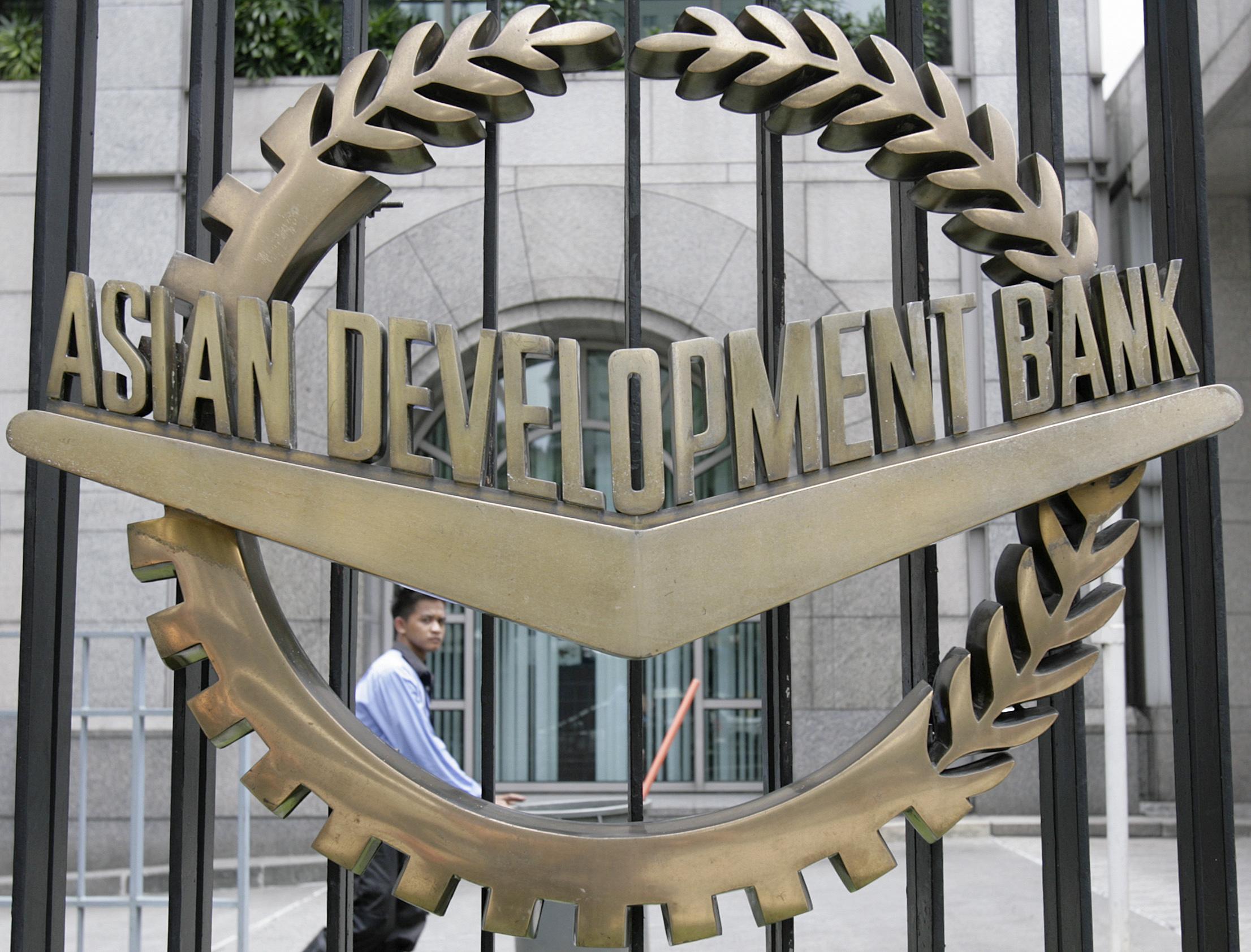 File photo: A worker walks past inside the Asian Development Bank (ADB) headquarters in Manila June 17, 2009. REUTERS/Cheryl Ravelo