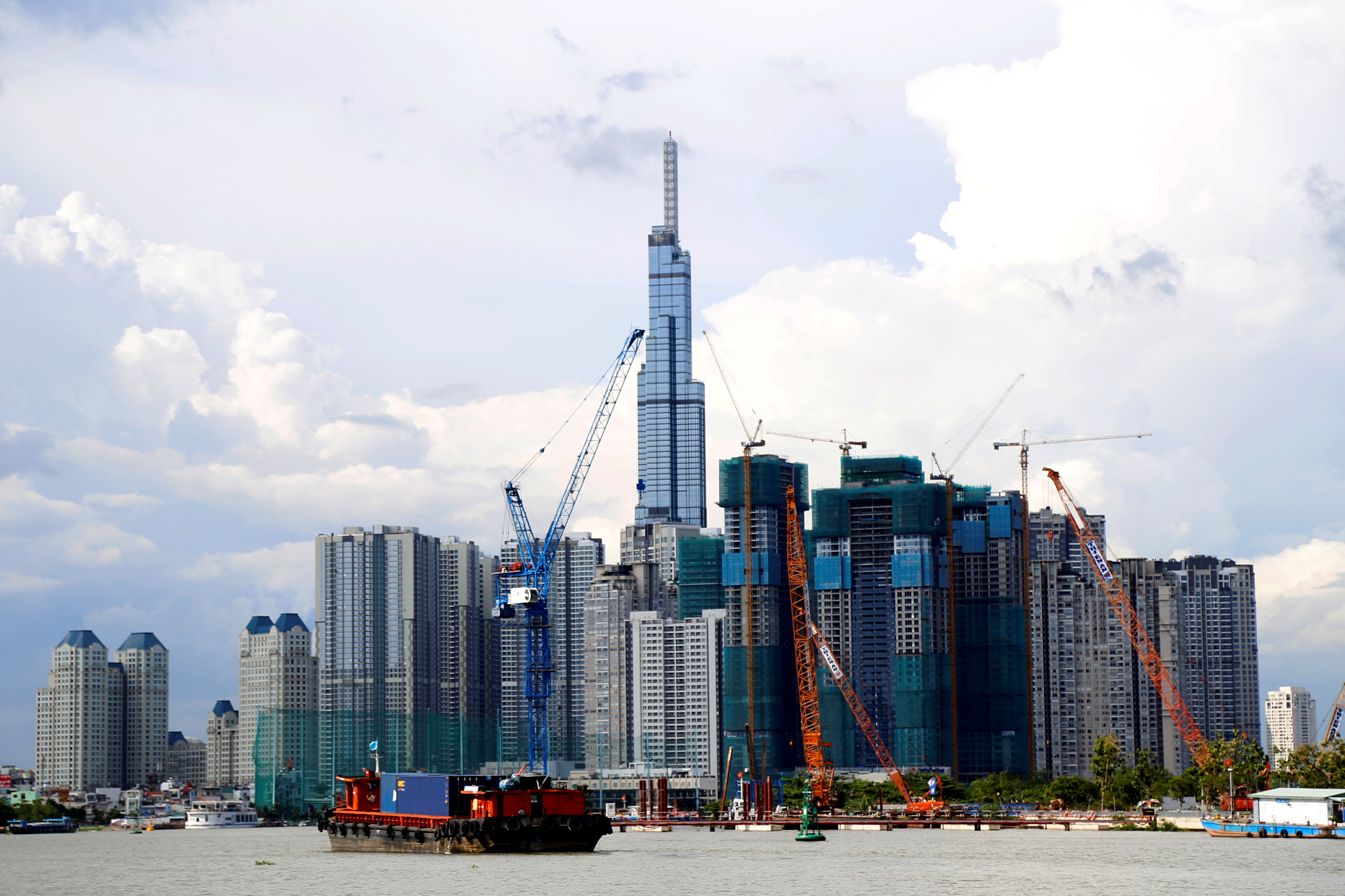 Vinhomes Central Park and Landmark 81, Vietnam's tallest building are seen from the Saigon river in Ho Chi Minh city, Vietnam June 6, 2019. REUTERS/Yen Duong/File Photo