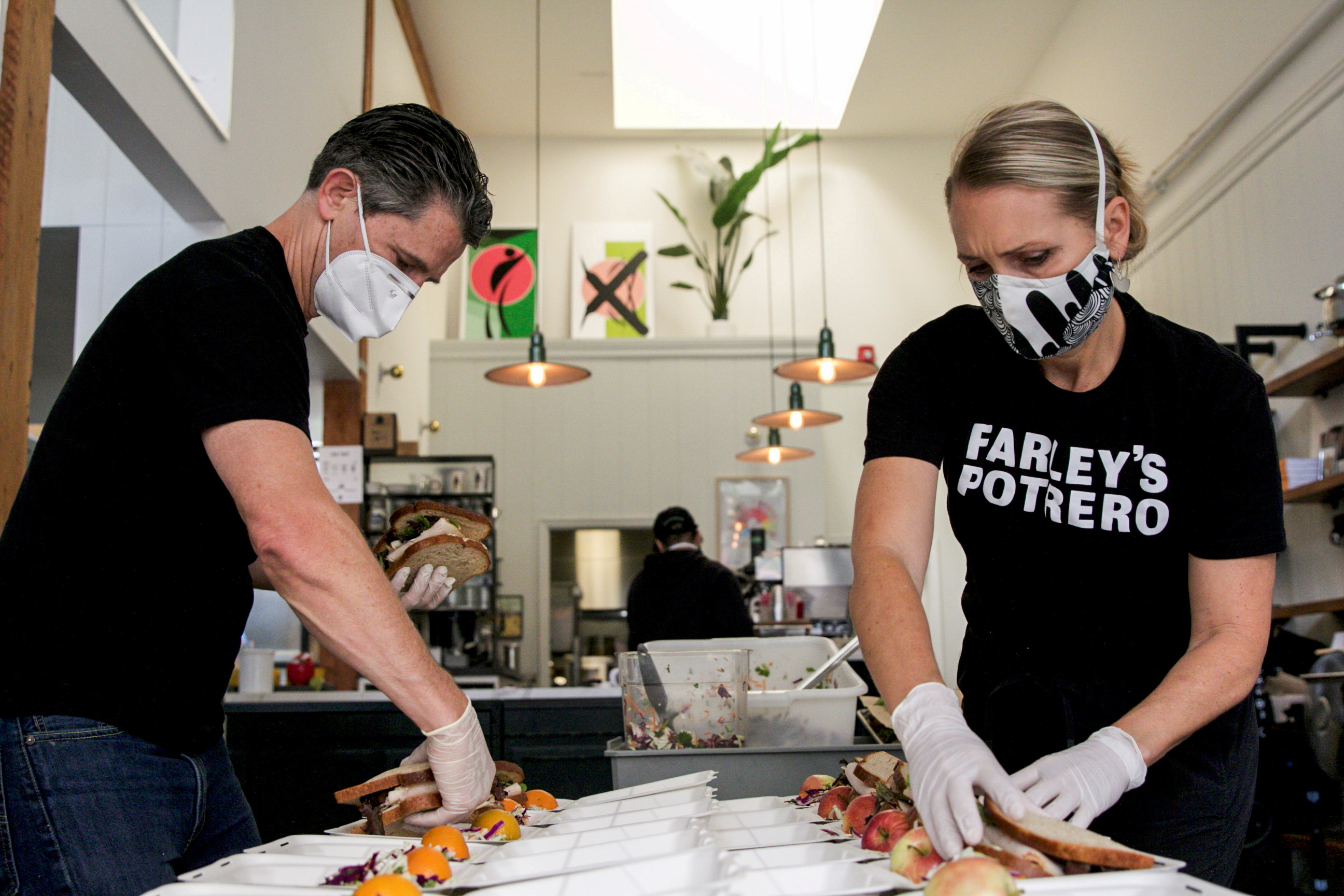 Chris and Amy Hillyard, owners of Farley's East, pack lunches for World Central Kitchen, amid the coronavirus (COVID-19) outbreak, in Oakland, California, U.S., July 1, 2020. REUTERS/Nathan Frandino/File Photo