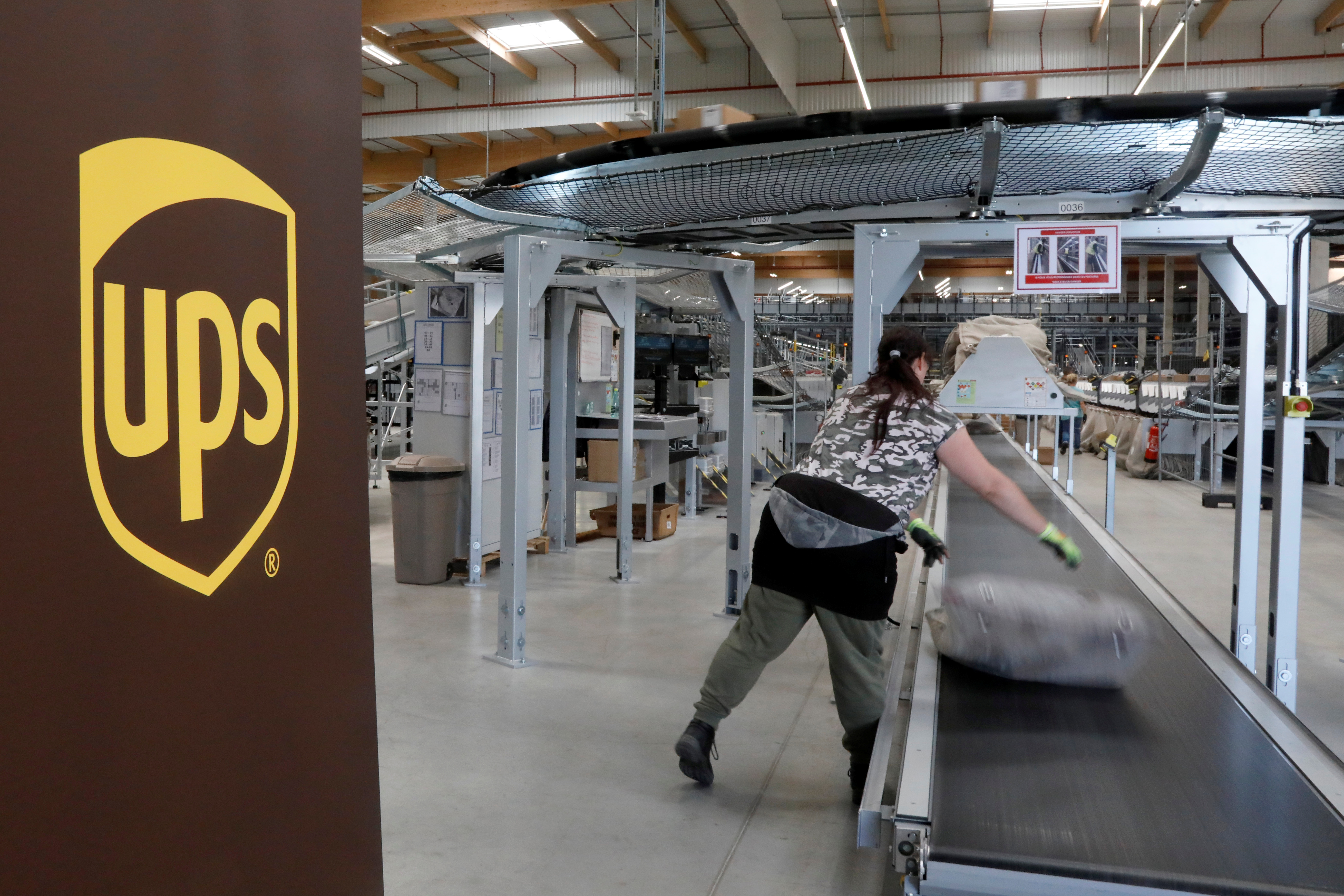 An United Parcel Service employee works at the new package sorting and delivery UPS hub in Corbeil-Essonnes and Evry, southern Paris, France, June 26, 2018.  REUTERS/Charles Platiau