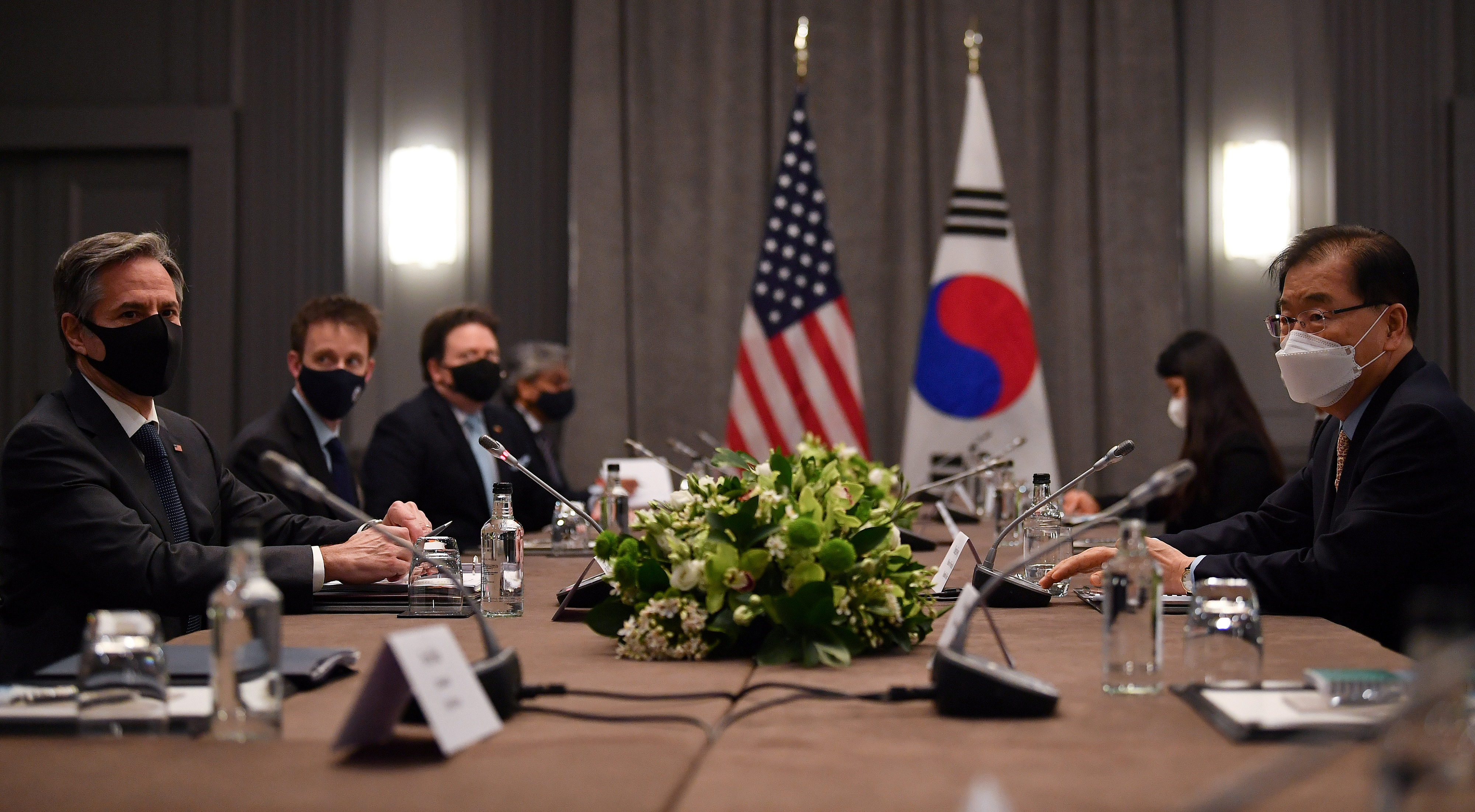 U.S. Secretary of State Antony Blinken speaks with South Korea's Foreign Minister Chung Eui-yong during a bilateral meeting as part of the G7 foreign ministers meeting, in London, Britain May 3, 2021. Ben Stansall/Pool via REUTERS