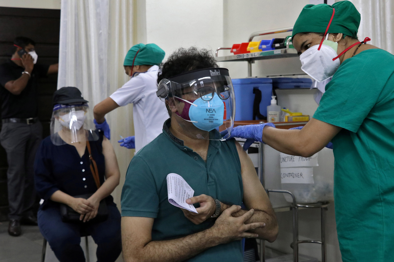 Viral Kothari, 39, receives his first dose of COVISHIELD, a coronavirus disease (COVID-19) vaccine manufactured by Serum Institute of India, at a vaccination centre in Mumbai, India, May 3, 2021. REUTERS/Niharika Kulkarni/File Photo