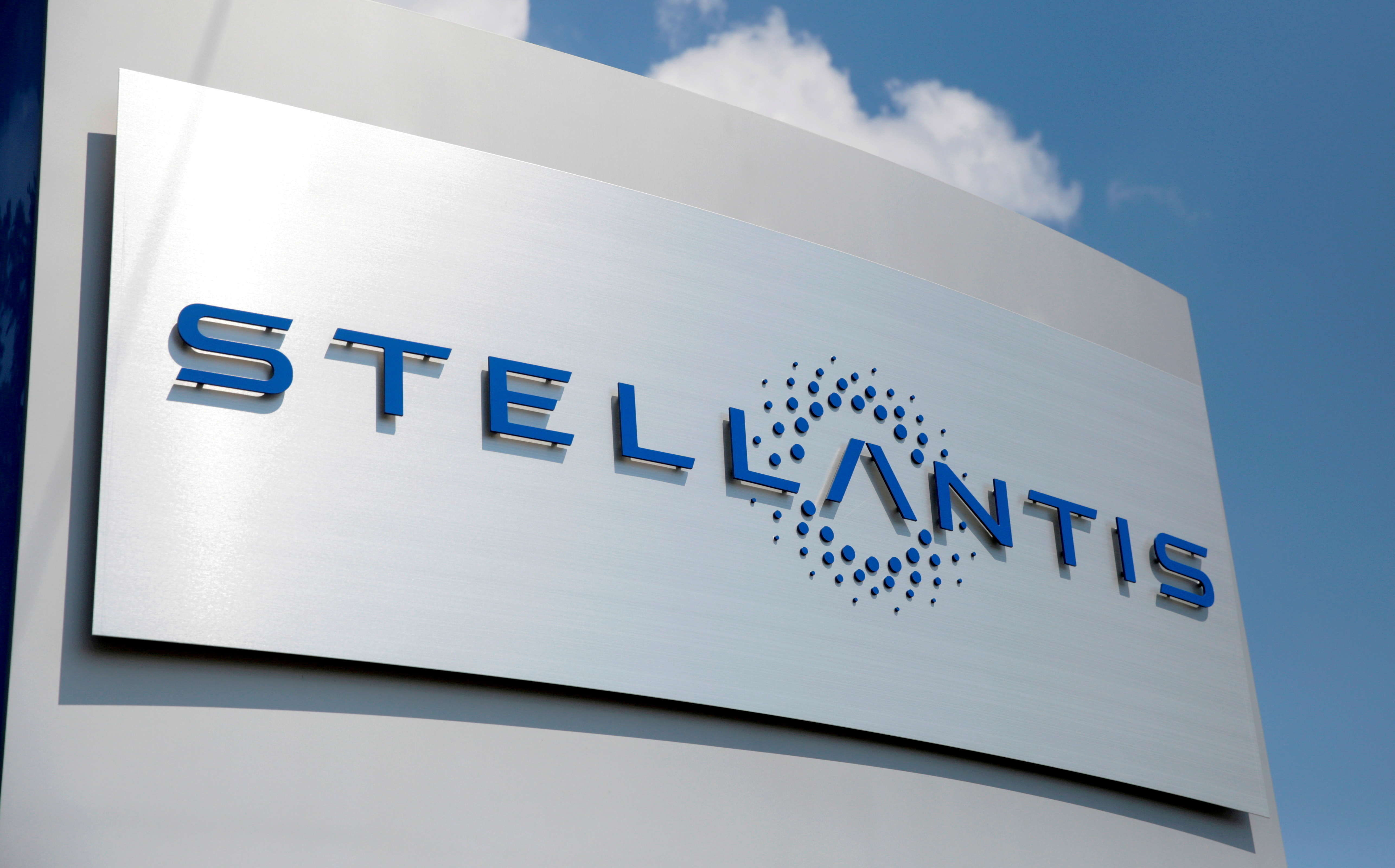 A Stellantis sign is seen outside the company's headquarters in Auburn Hills, Michigan, U.S., June 10, 2021.   REUTERS/Rebecca Cook