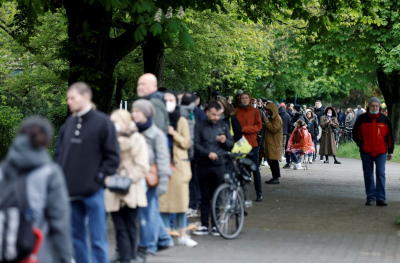 Residents queue at a sports hall to get vaccinated against the coronavirus disease (COVID-19) in Berlin, Germany, May 14, 2021. REUTERS/Axel Schmidt/File Photo