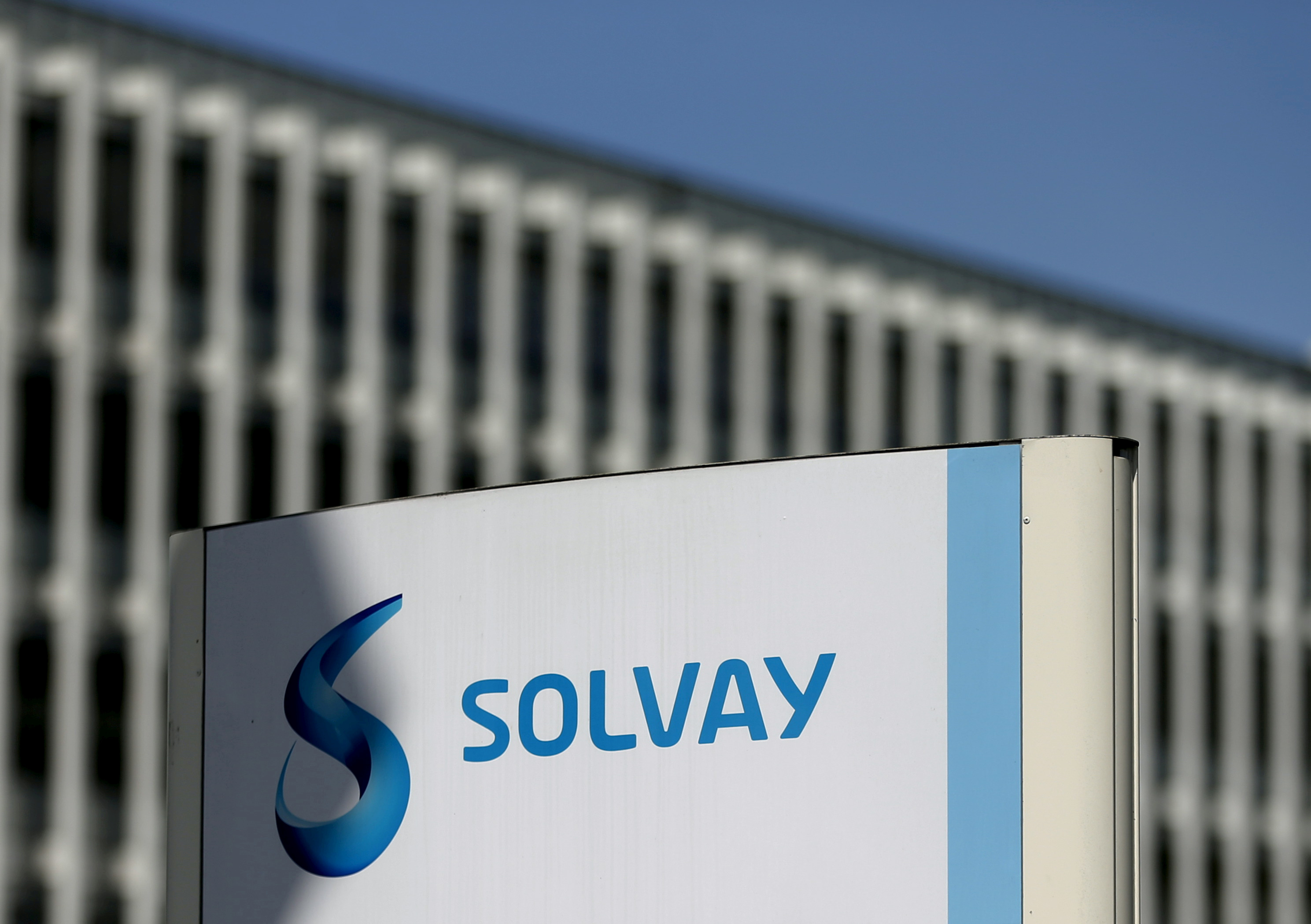 The logo of Belgian chemical group Solvay is seen at its headquarters in Brussels, Belgium, July 29, 2015. REUTERS/Francois Lenoir/File Photo