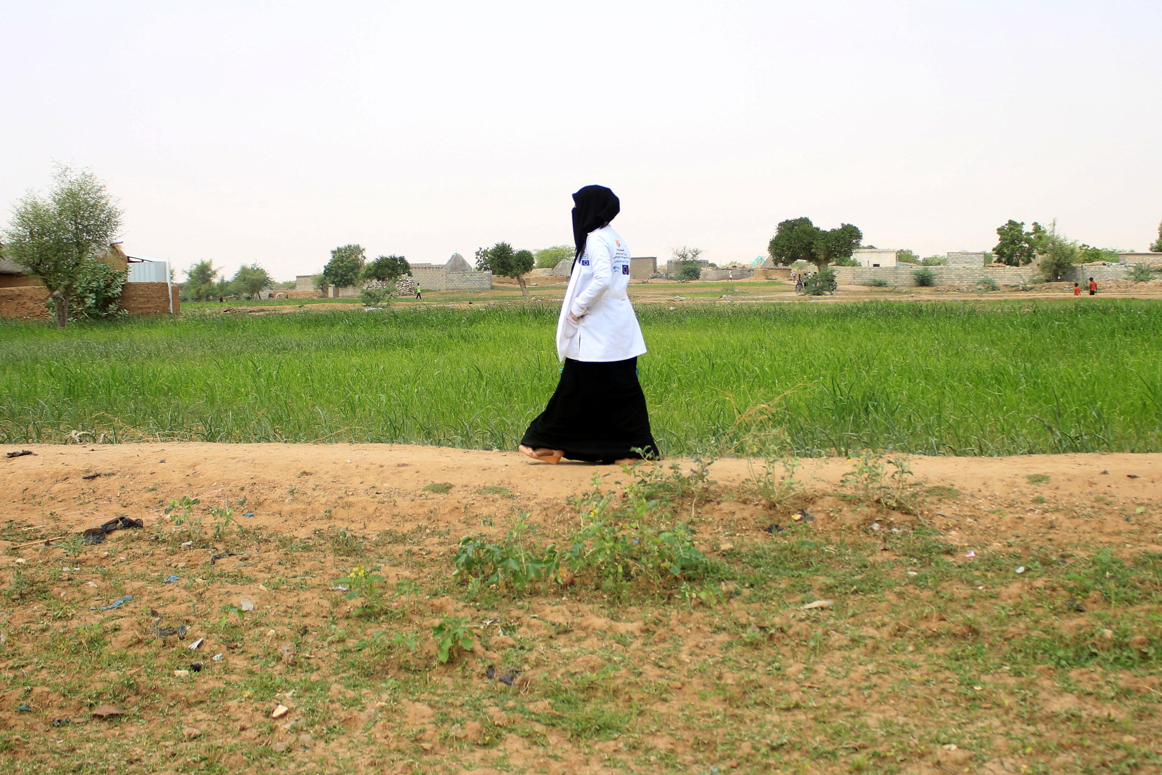 Volunteer health worker Ashwaq Muharram walks in Abs, Yemen August 31, 2021. Picture taken August 31, 2021. REUTERS/Eissa Alragehi