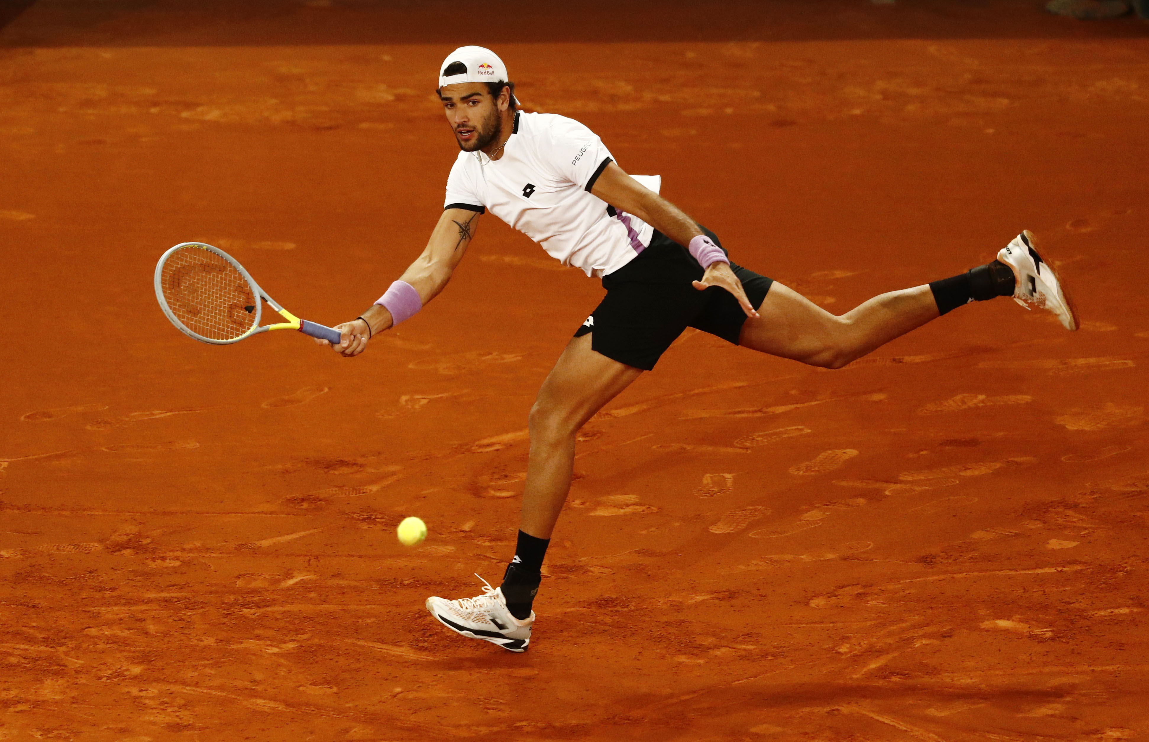 Tennis - ATP Masters 1000 - Madrid Open - Caja Magica, Madrid, Spain - May 9, 2021  Italy's Matteo Berrettini in action during his final match against Germany's Alexander Zverev REUTERS/Sergio Perez