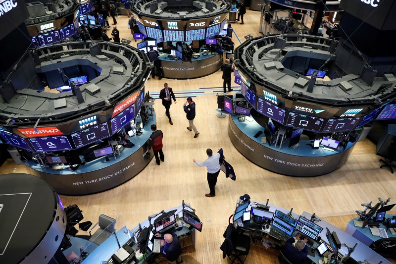 Traders work on the floor of the New York Stock Exchange (NYSE) in New York, U.S., March 19, 2020. REUTERS/Lucas Jackson