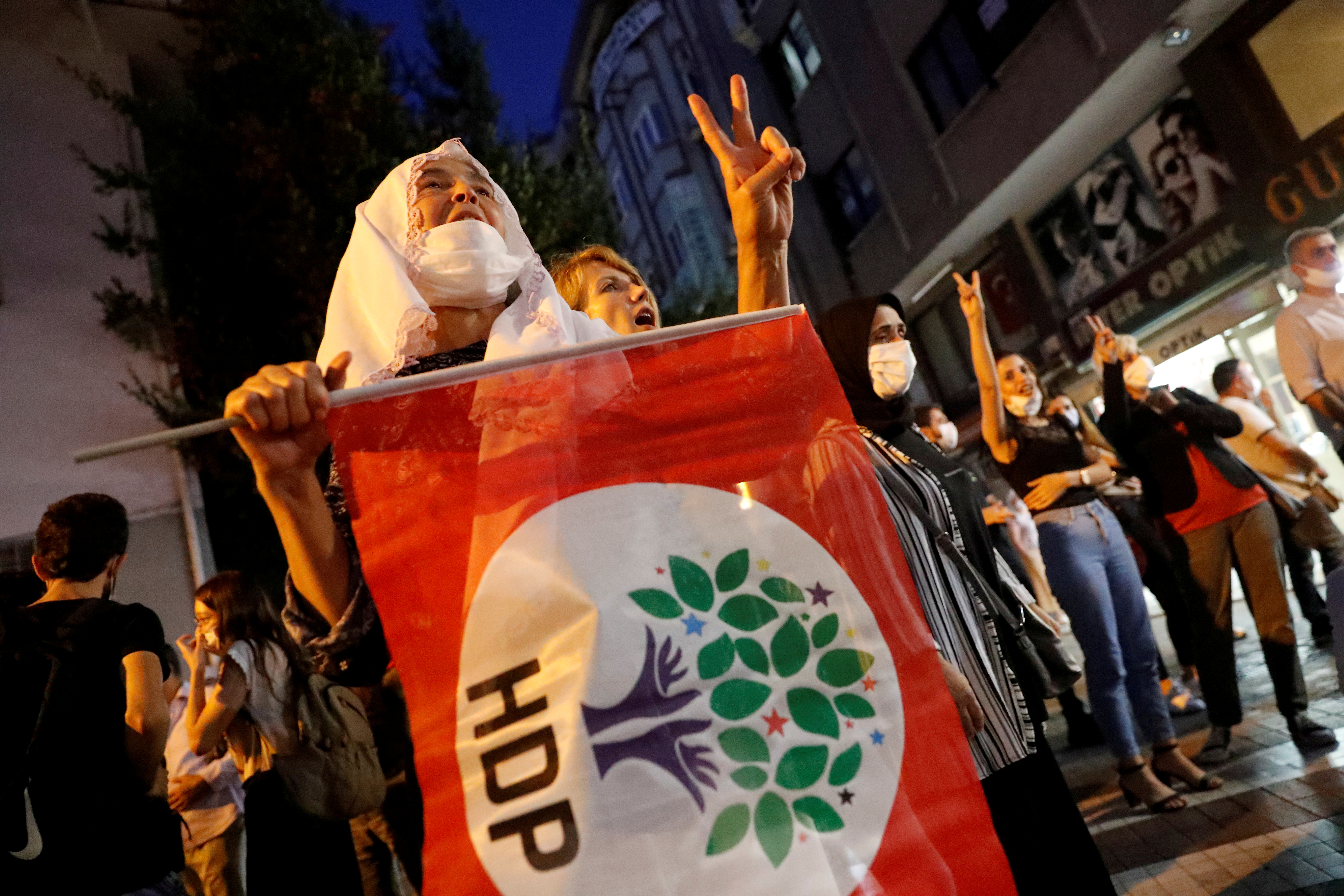 Supporters of pro-Kurdish Peoples Democratic Party (HDP) shout slogans during a protest against the arrest of 82 people including members of their party, in Istanbul, Turkey September 25, 2020. REUTERS/Murad Sezer/File Photo