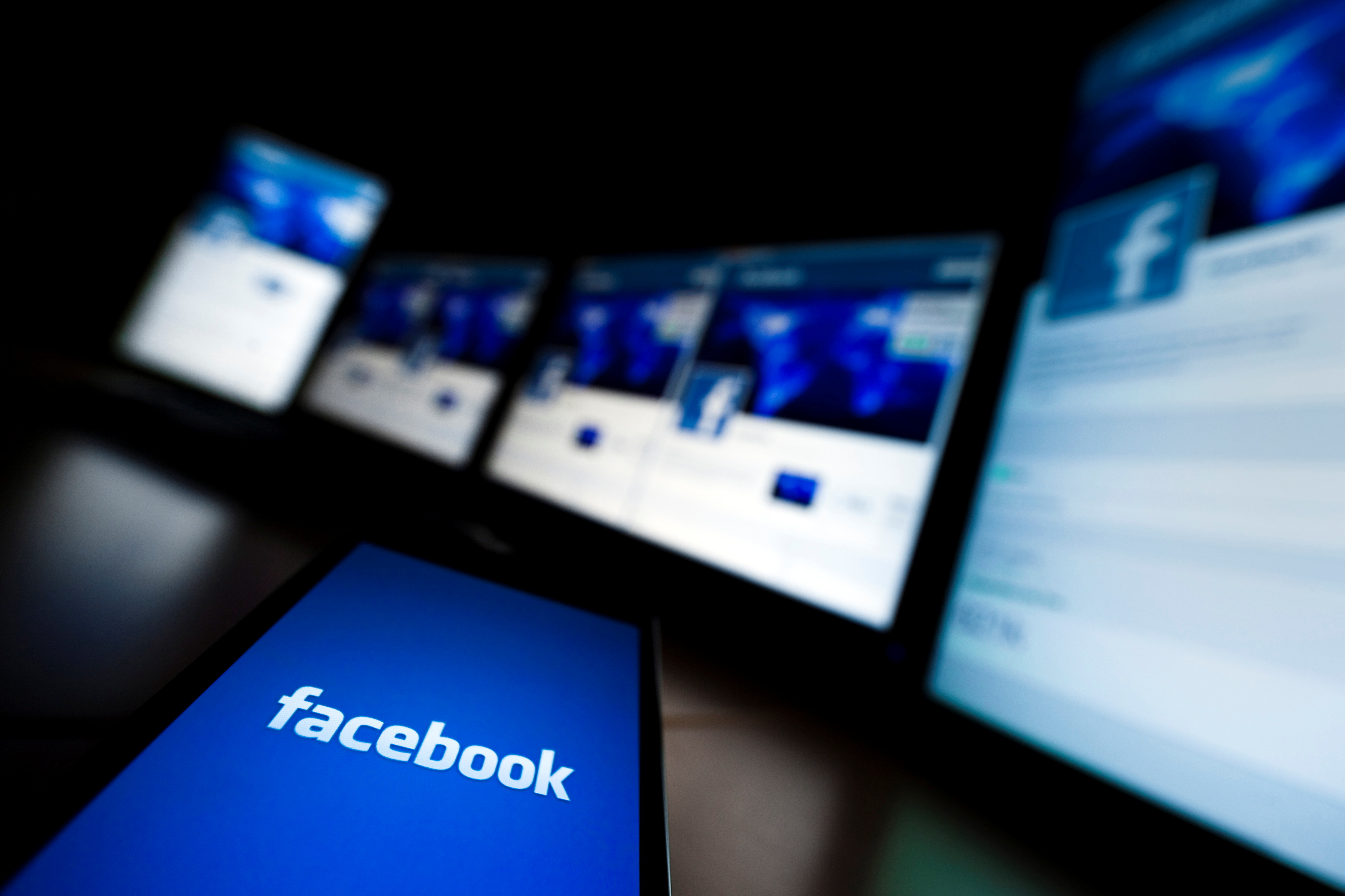 The loading screen of the Facebook application on a mobile phone is seen in this photo illustration taken in Lavigny May 16, 2012. REUTERS/Valentin Flauraud/File Photo