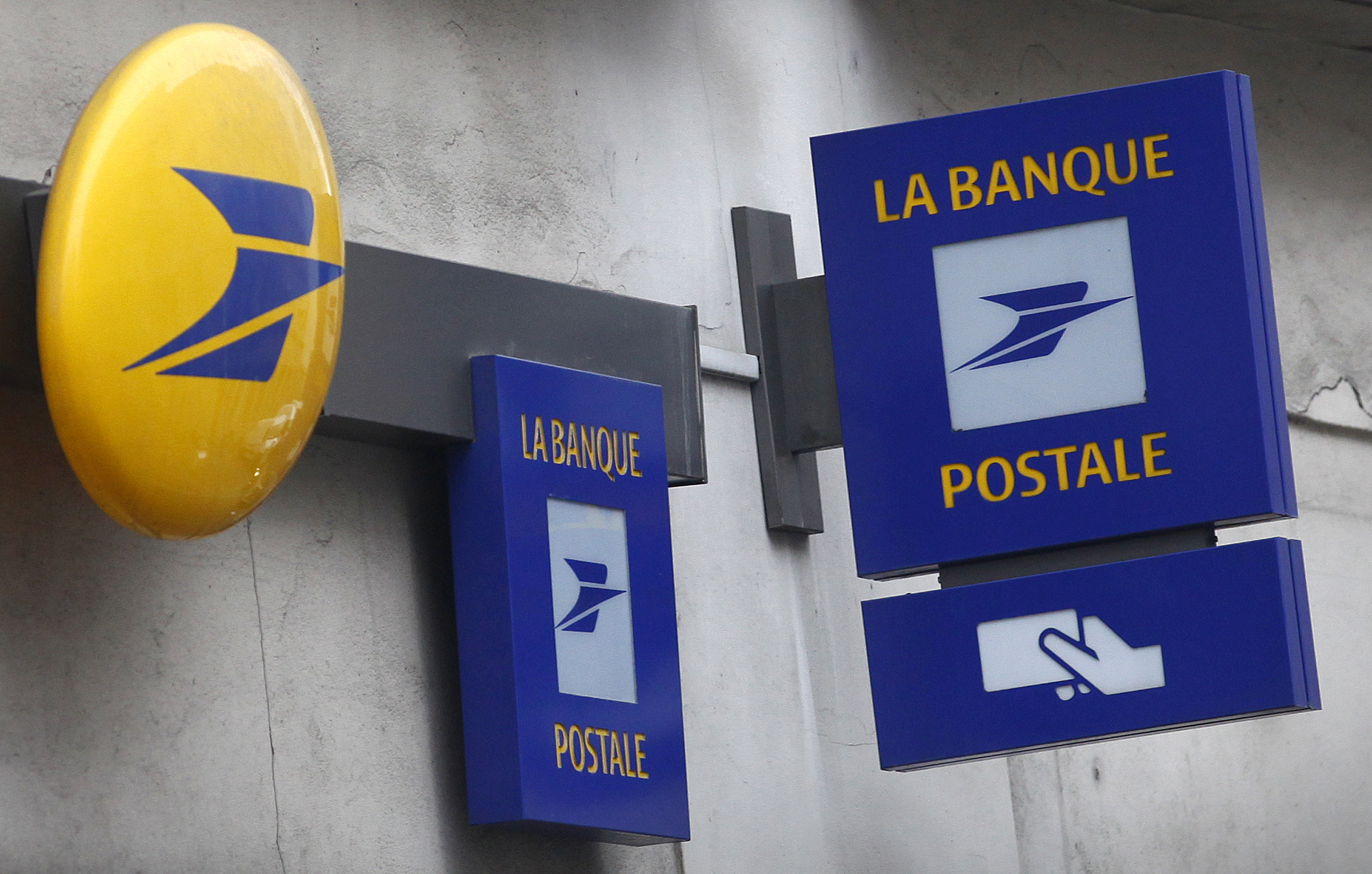 Signs for La Banque Postale, a French bank which is a subsidiary of the national postal service,  La Poste, are seen outside a Post office in Paris, March 1, 2016.   REUTERS/Mal Langsdon