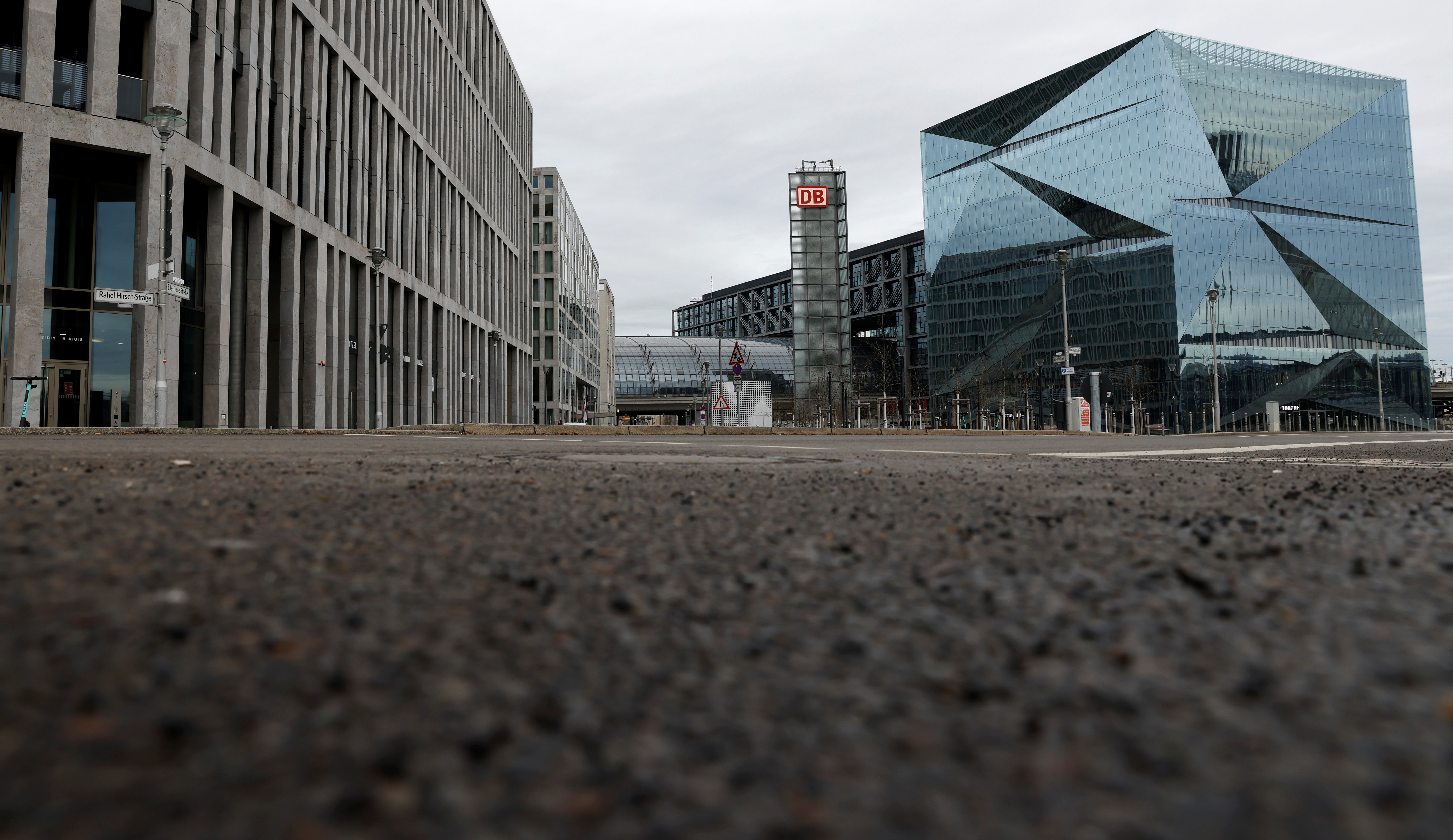 General view of empty streets in a business district near the central train station Hauptbahnhof, amid the coronavirus disease (COVID-19) pandemic, during lockdown in Berlin, Germany, January 20, 2021.    REUTERS/Fabrizio Bensch