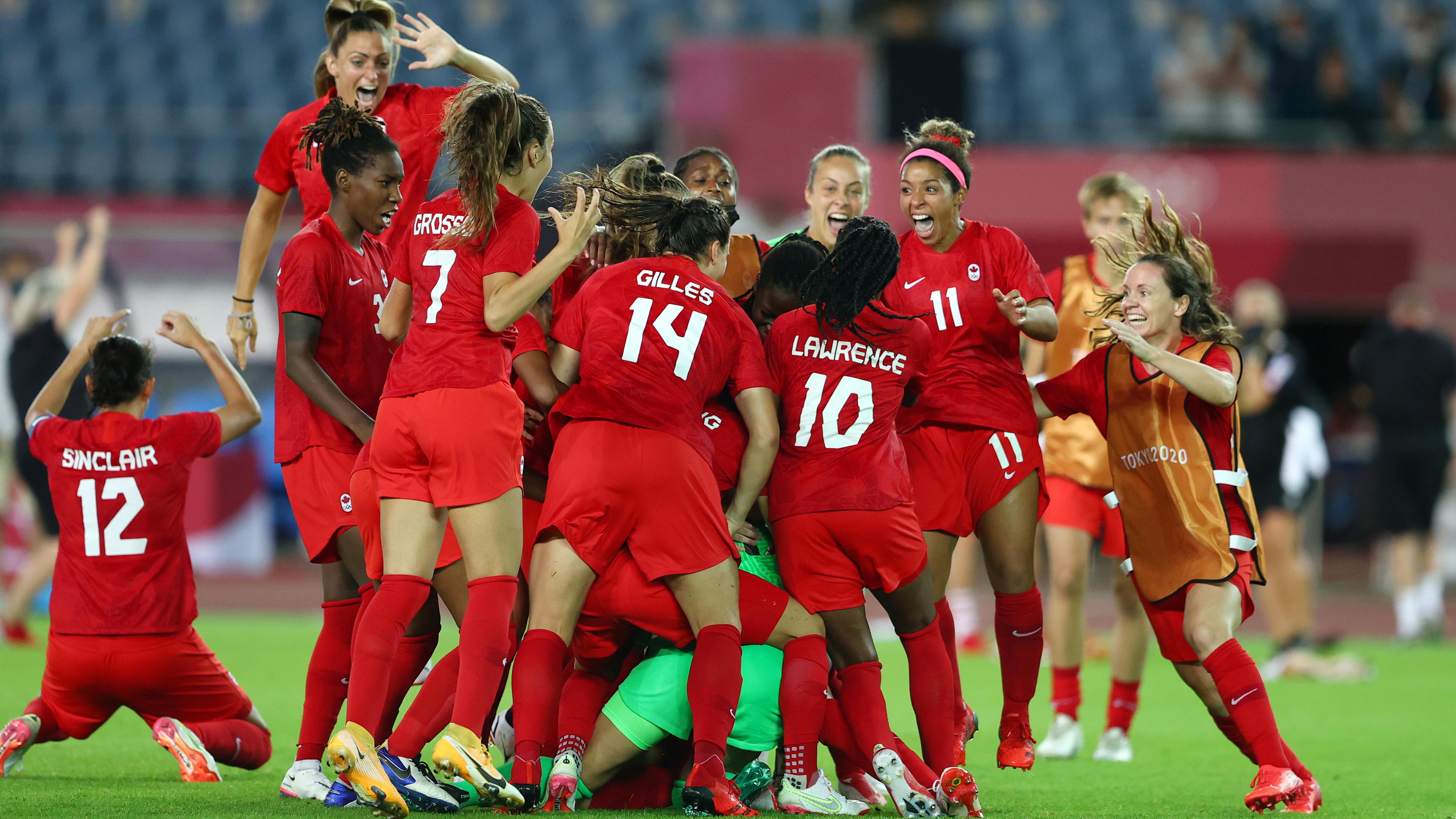 Tokyo 2020 Olympics - Soccer Football - Women - Quarterfinal - Canada v Brazil - Miyagi Stadium, Miyagi, Japan - July 30, 2021. Canada celebrate winning the match. REUTERS/Amr Abdallah Dalsh