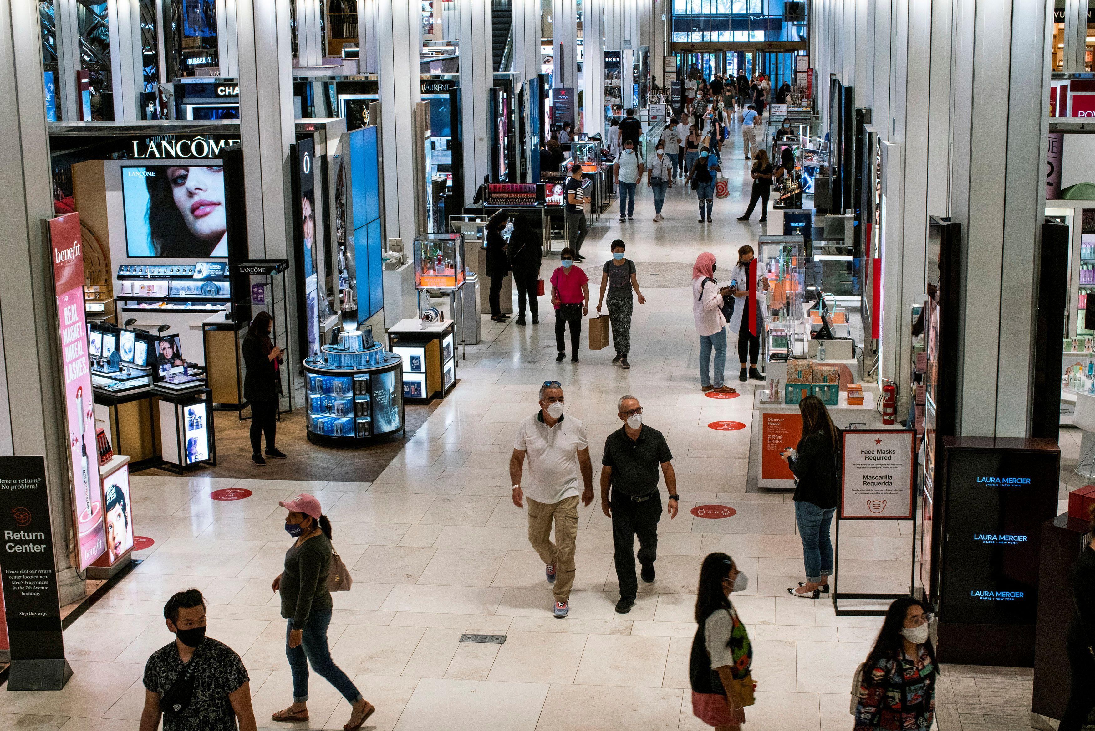 Customers visit Macy's flagship store in New York City, New York, U.S., May 20, 2021.  REUTERS/Eduardo Munoz