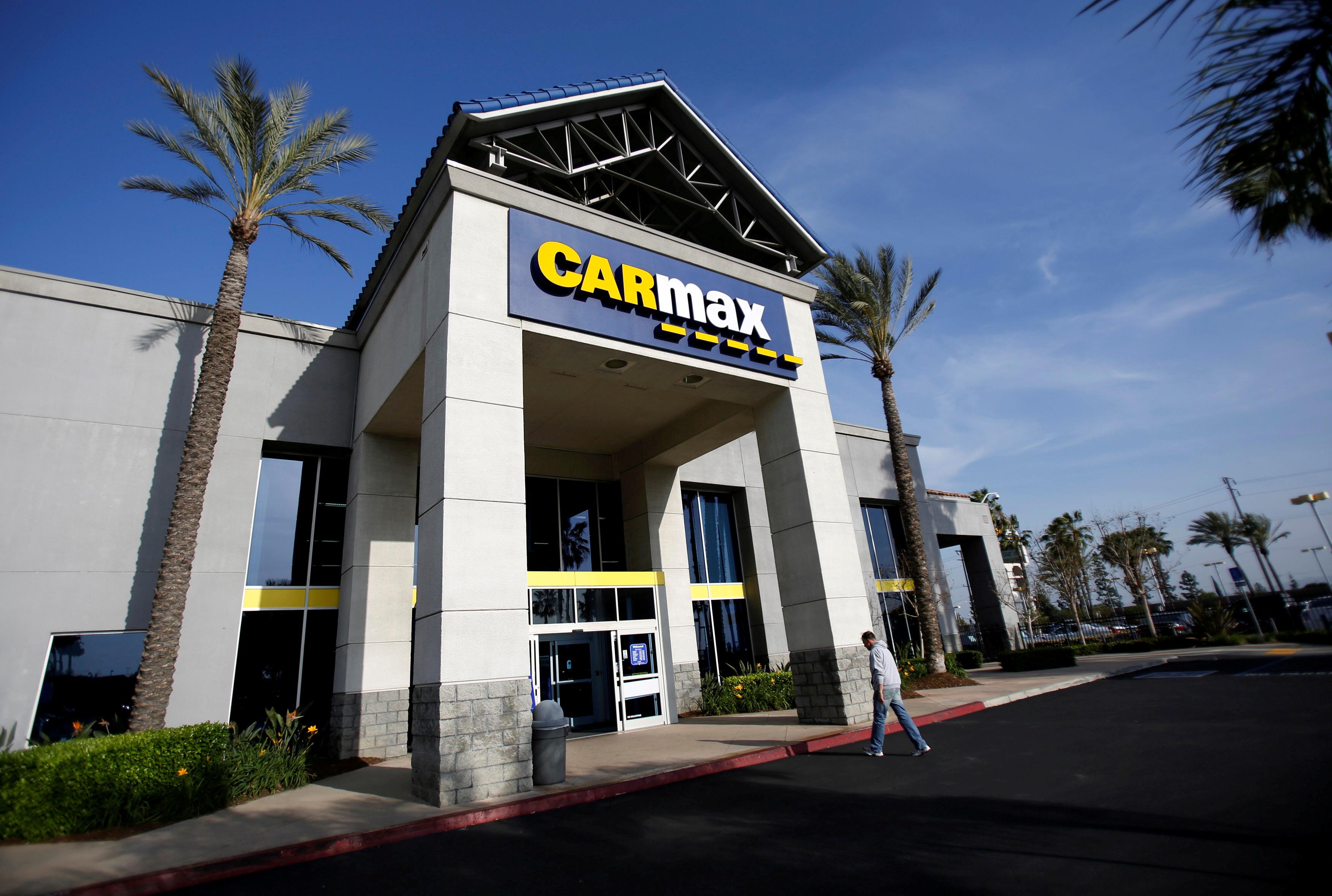 A man walks into a CarMax dealership in Duarte, California, United States March 28, 2014. REUTERS/Mario Anzuoni