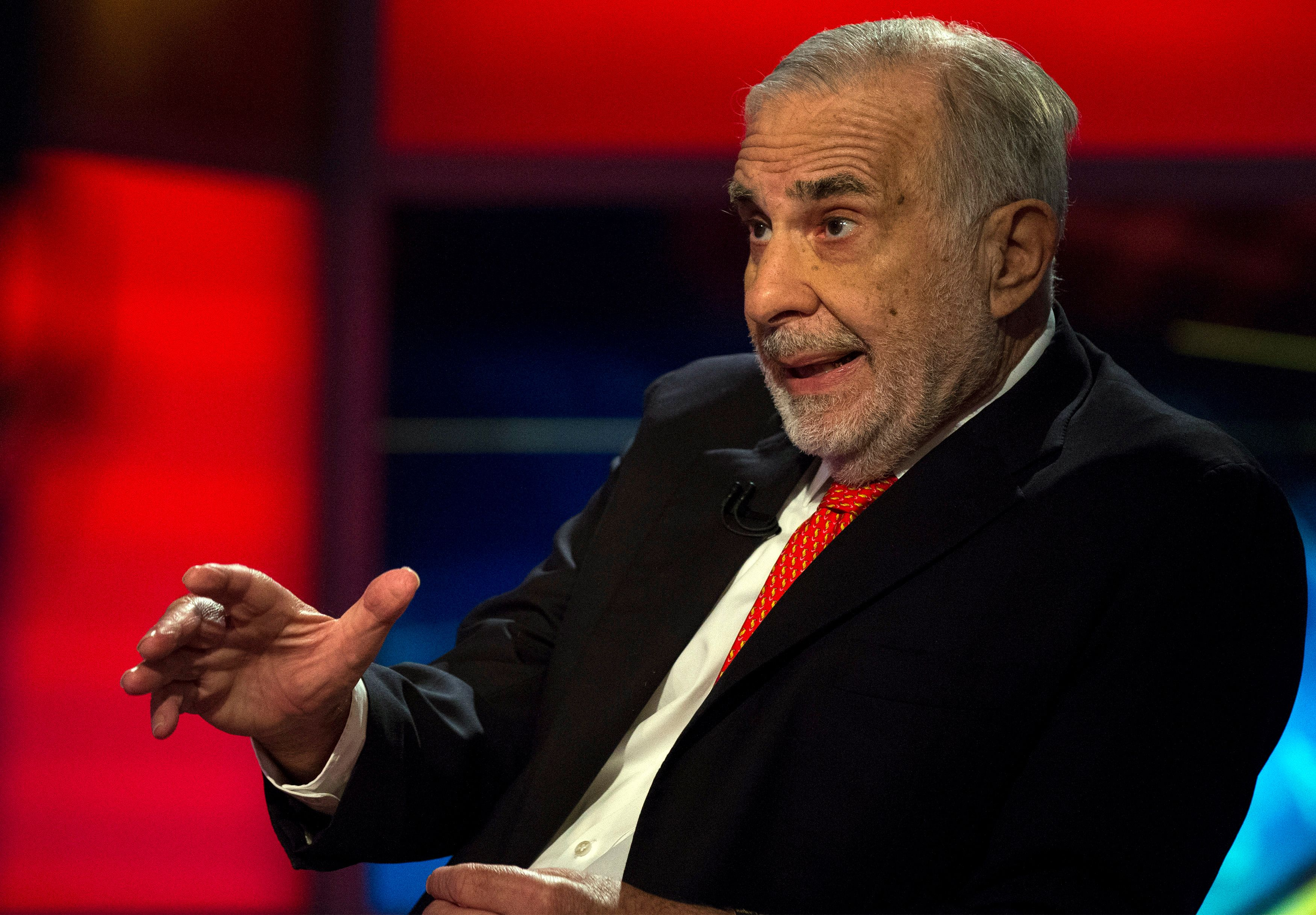 Billionaire activist-investor Carl Icahn gives an interview on Fox Business Network's Neil Cavuto show in New York, U.S. on February 11, 2014.  REUTERS/Brendan McDermid