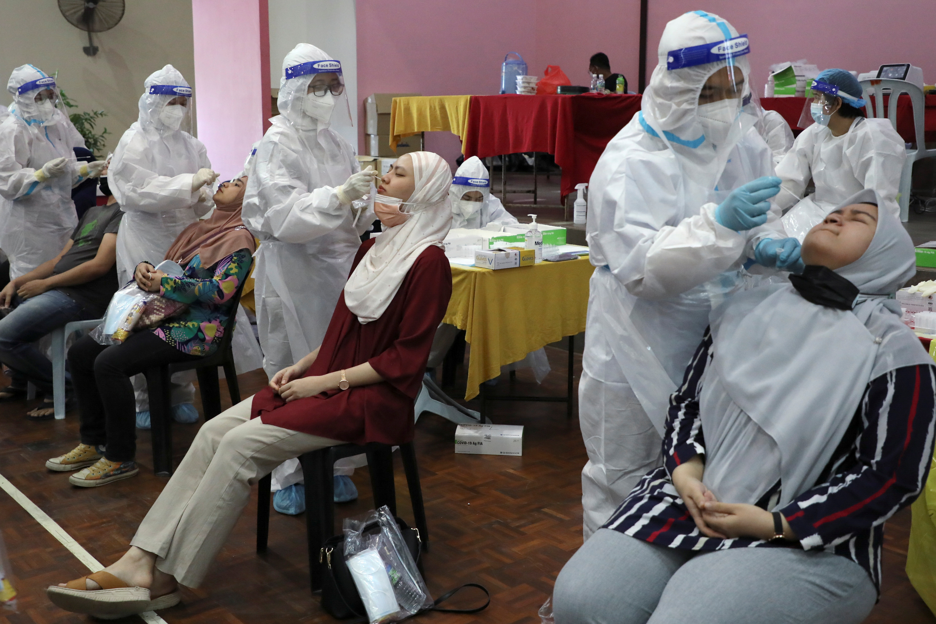 Medical workers collect swab samples from people to be tested for the coronavirus disease (COVID-19) in Cyberjaya, Malaysia, June 2, 2021. REUTERS/Lim Huey Teng