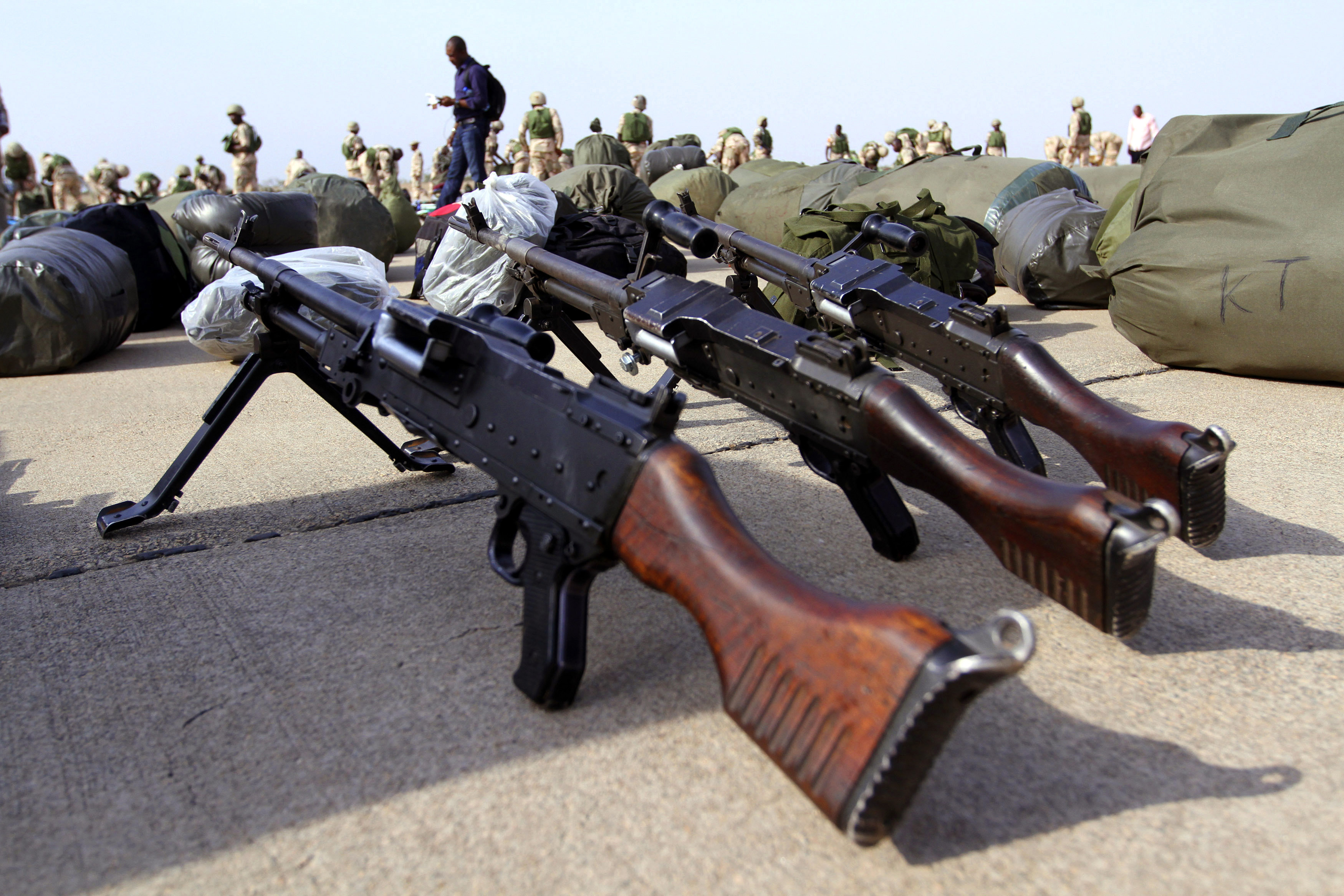 Guns are arranged on the ground as Nigerian soldiers prepare to board a military plane before leaving for Mali, at the airport in Nigeria's northern state of Kaduna on January 17, 2013. REUTERS/Afolabi Sotunde