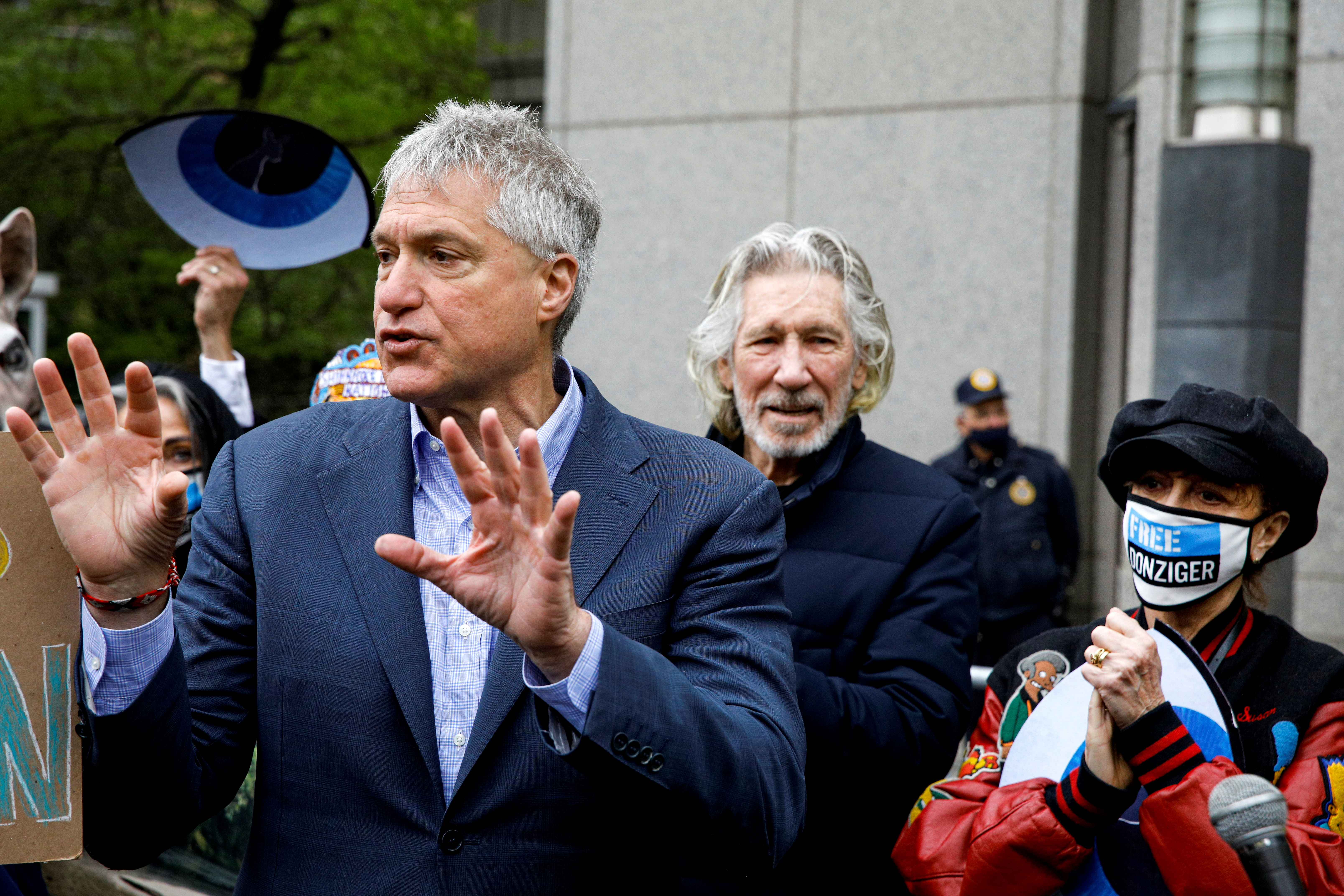 Attorney Steven Donziger, who won a multi-billion dollar judgment against Chevron on behalf of Ecuadorian villagers, speaks to supporters with Singer Roger Waters and actor Susan Sarandon, as he arrives for his criminal contempt trail at the Manhattan Federal Courthouse in the Manhattan borough of New York City, New York, U.S., May 10, 2021.  REUTERS/Brendan McDermid