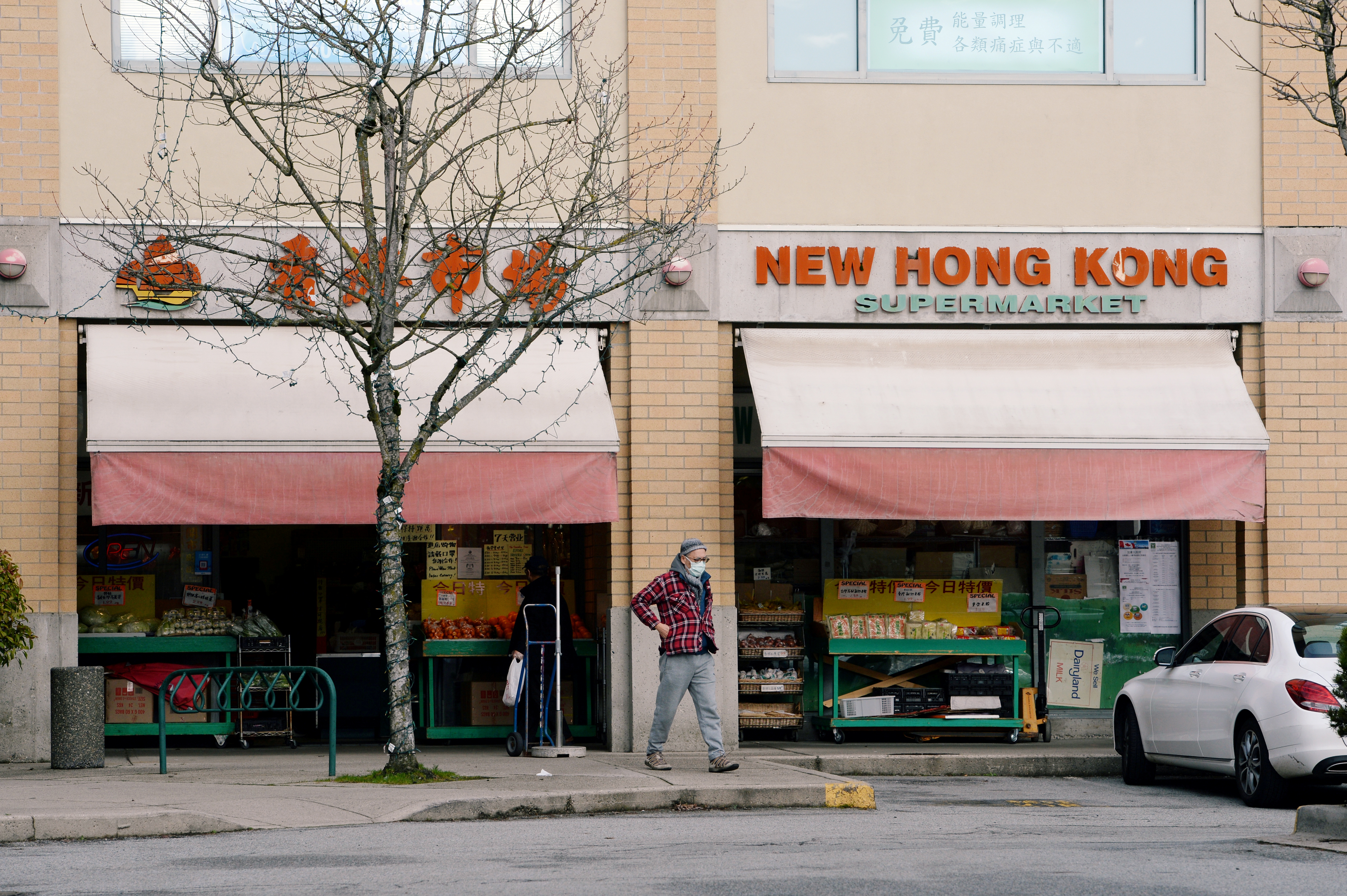 A man walks past New Hong Kong Supermarket in Richmond, British Columbia, Canada January 26, 2021. Picture taken January 26, 2021.  REUTERS/Jennifer Gauthier