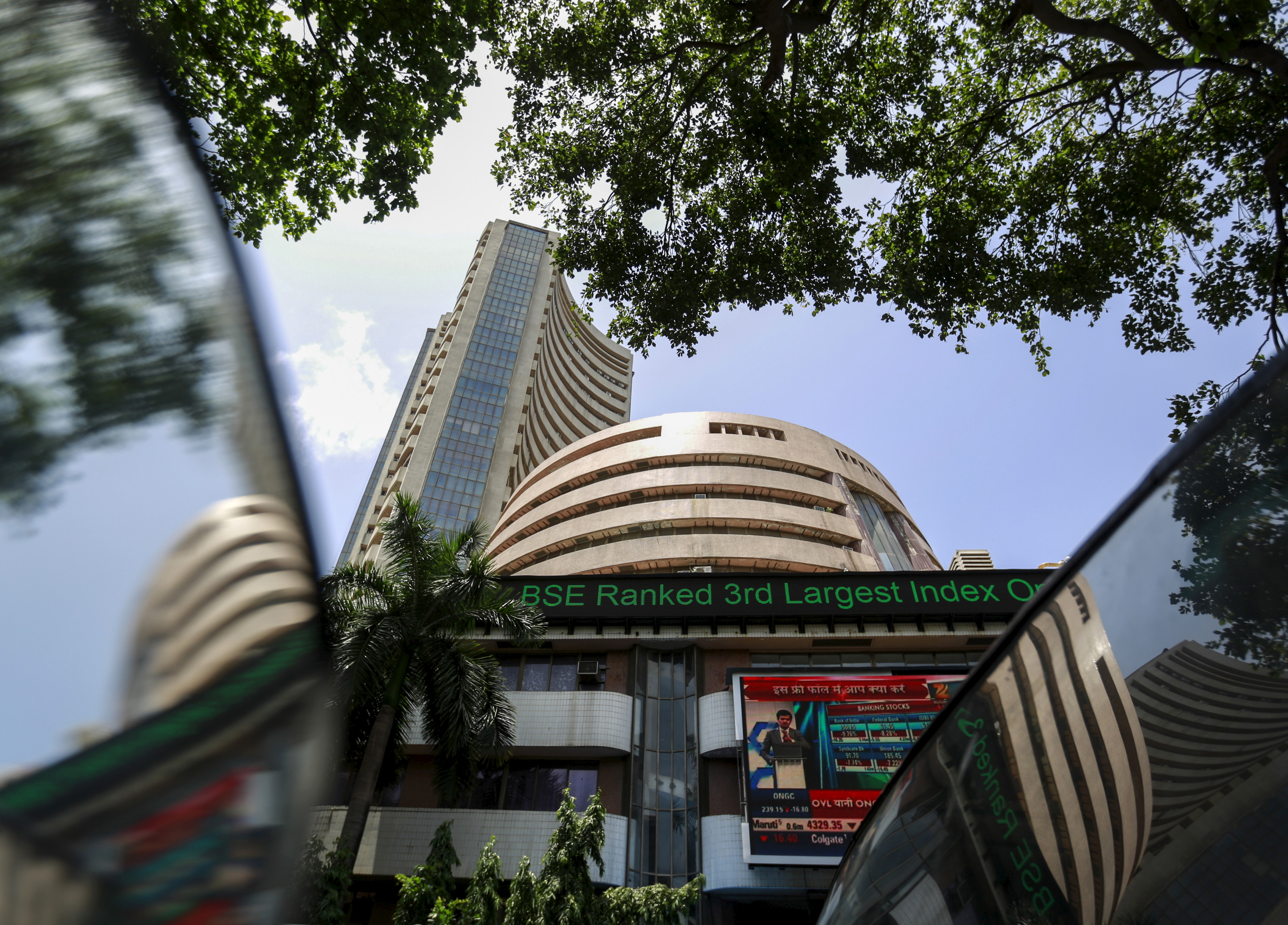 The Bombay Stock Exchange (BSE) building is pictured next to a police van in Mumbai, India, August 24, 2015. REUTERS/Danish Siddiqui