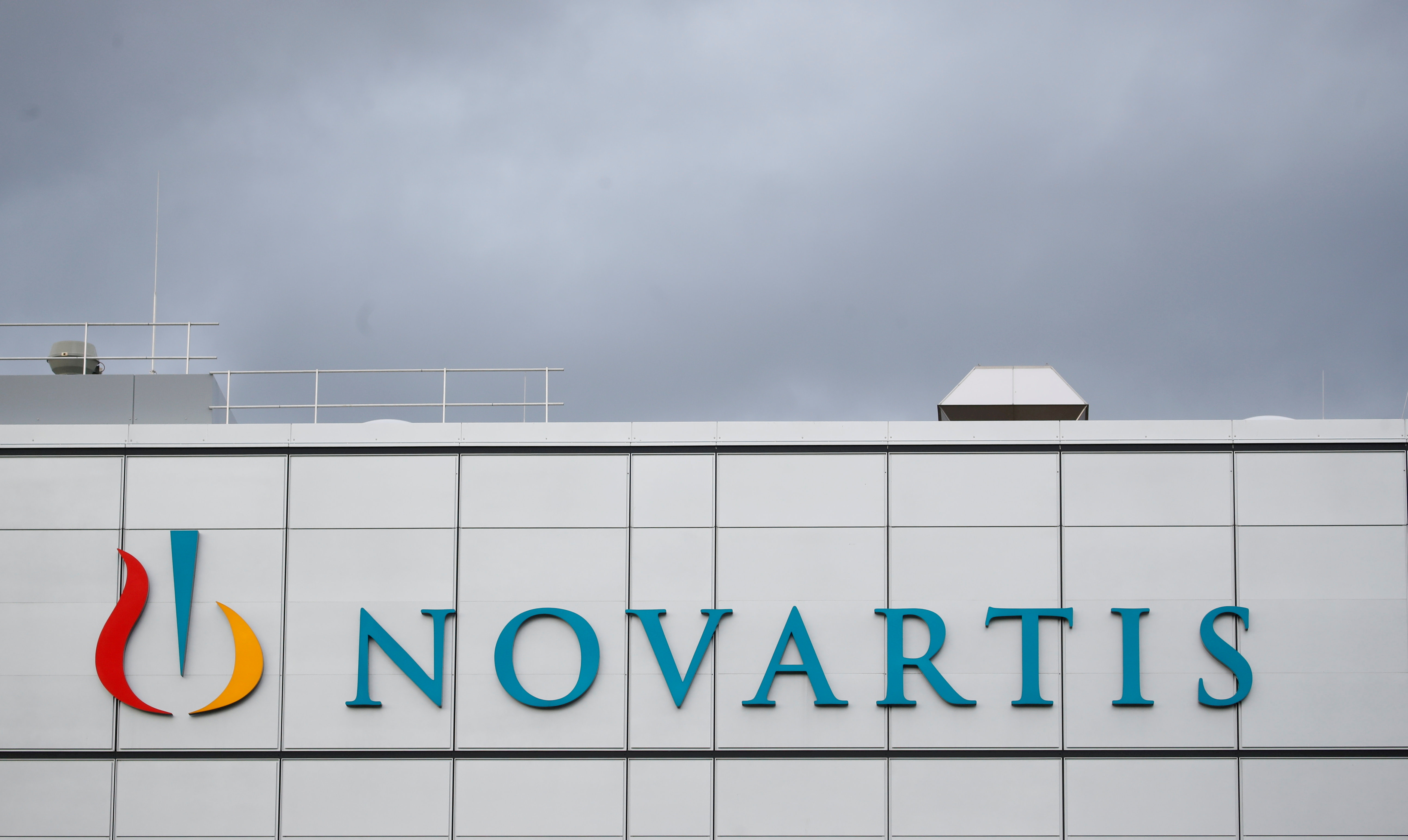 Novartis' logo is seen at the cell and gene therapy factory of the Swiss drugmaker in Stein, Switzerland, November 28, 2019. REUTERS/Arnd Wiegmann/File Photo