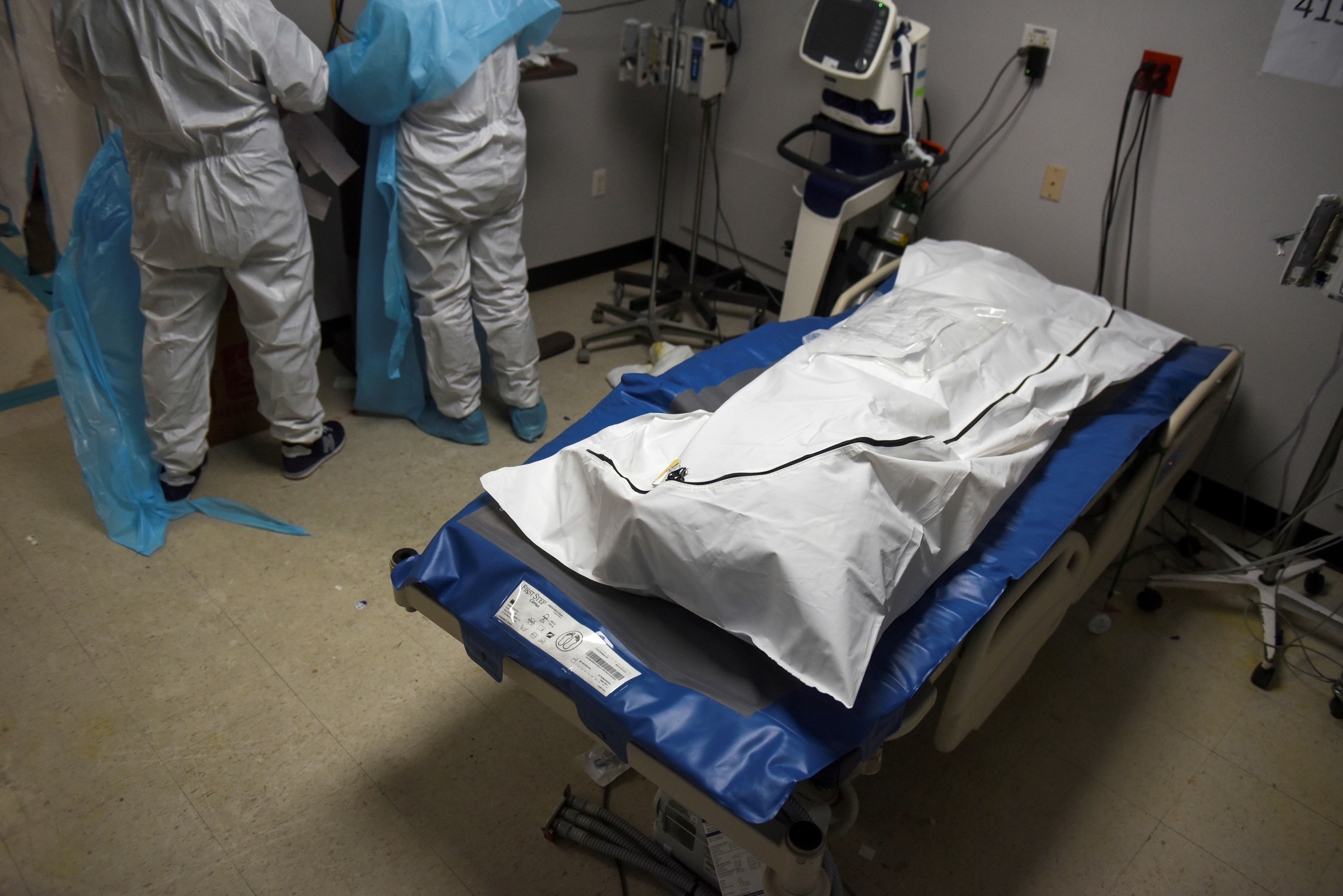 A patient who died lays in a body bag inside a coronavirus disease (COVID-19) unit at United Memorial Medical Center as the United States nears 300,000 COVID-19 deaths, in Houston, Texas, U.S., December 12, 2020. REUTERS/Callaghan O'Hare/File Photo