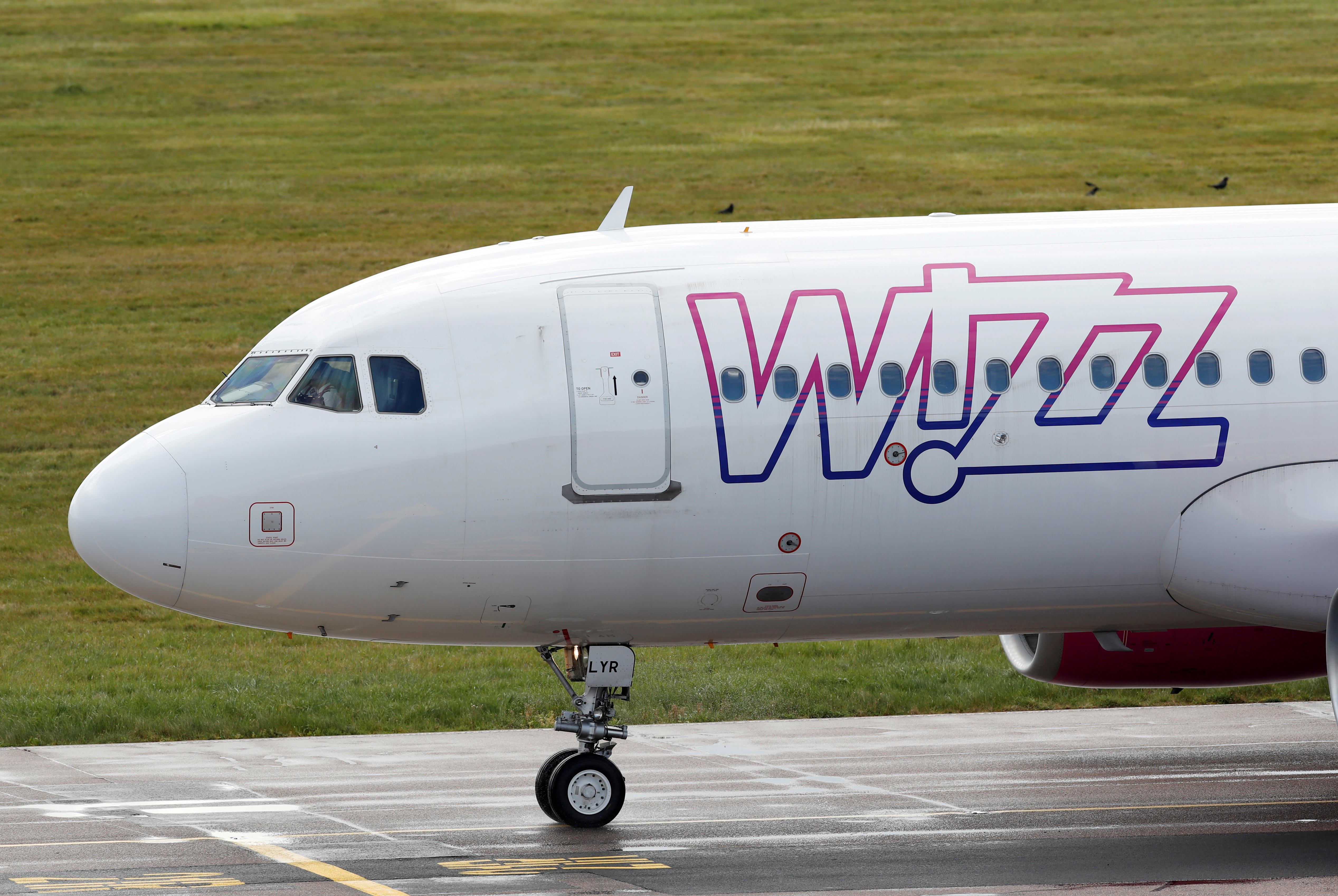 A Wizz Air Airbus A320 at Luton Airport,  Luton, Britain, May 1, 2020. REUTERS/Andrew Boyers/File Photo