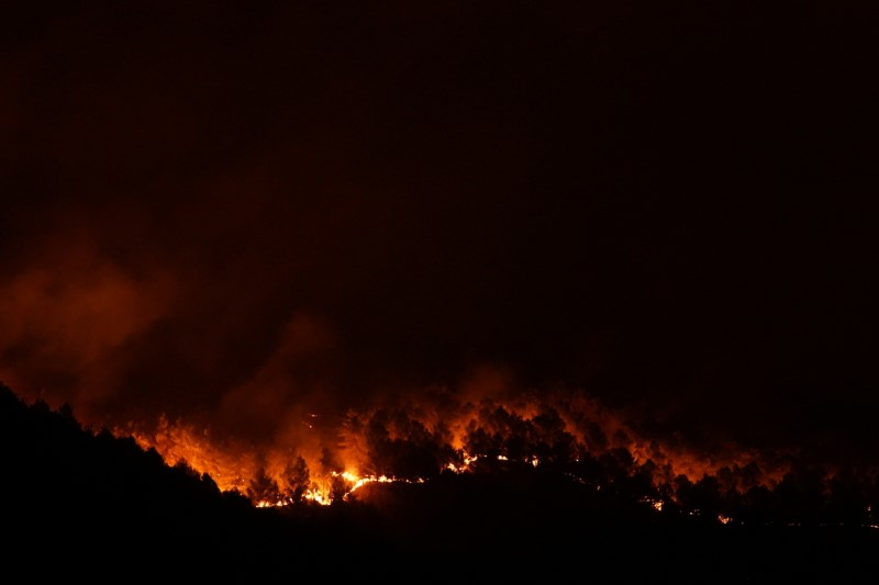 Fire rages in Giarratana, on the island of Sicily, Italy, August 11, 2021. REUTERS/Antonio Parrinello