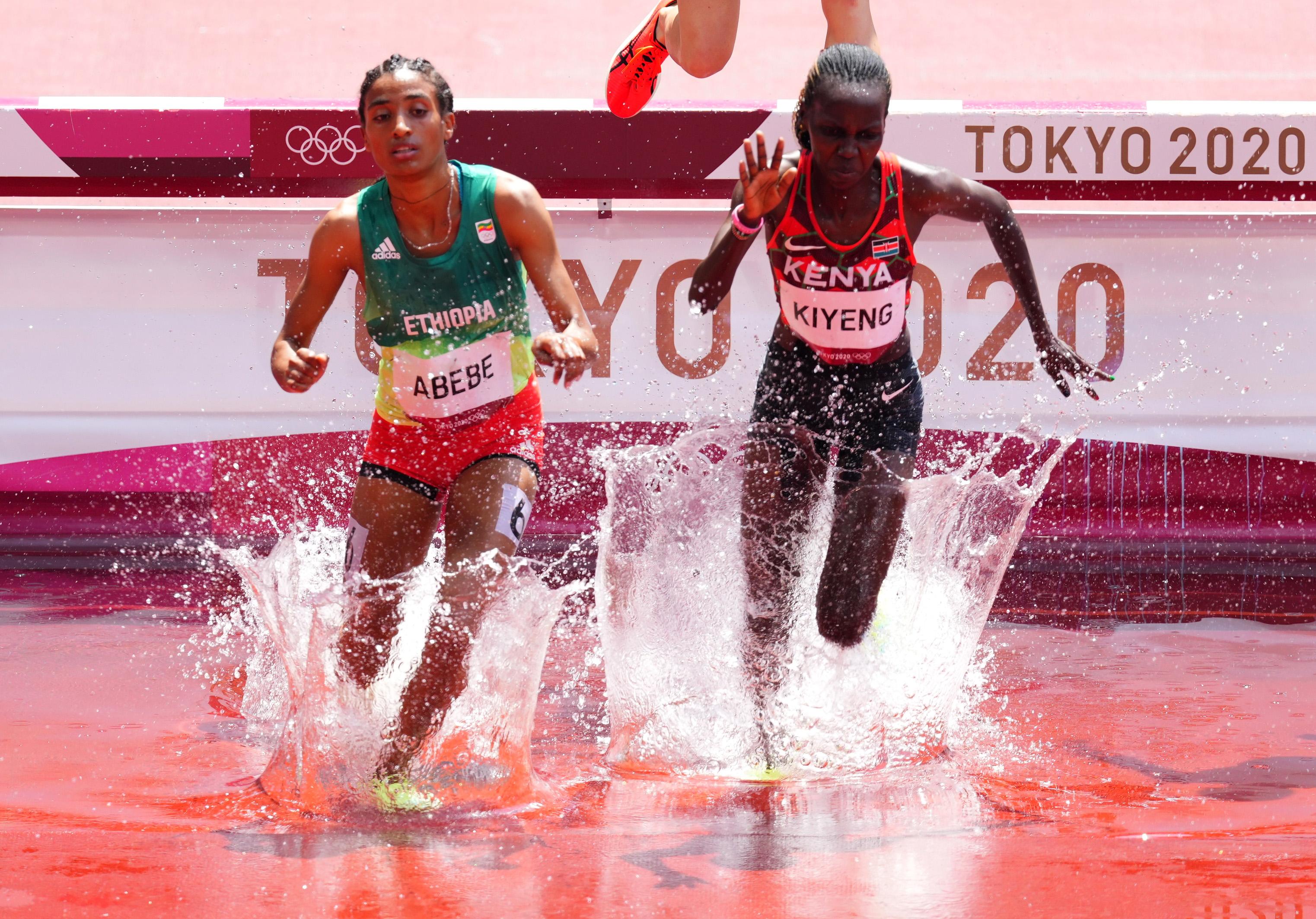 Tokyo 2020 Olympics - Athletics - Women's 3000m Steeplechase - Round 1 - OLS - Olympic Stadium, Tokyo, Japan – August 1, 2021. Hyvin Kiyeng of Kenya and Mekides Abebe of Ethiopia in action REUTERS/Aleksandra Szmigiel
