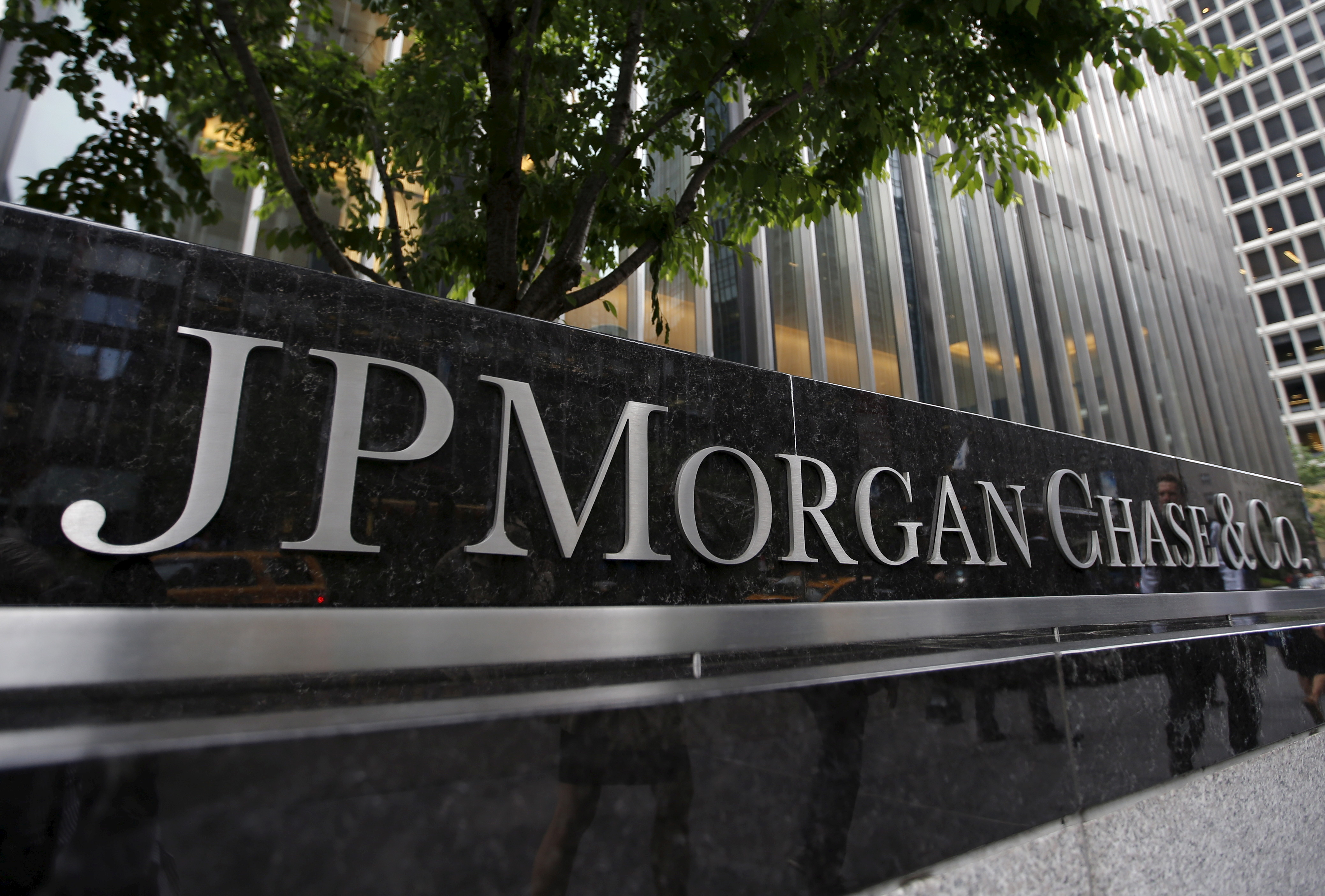 A view of the exterior of the JP Morgan Chase & Co. corporate headquarters in New York City May 20, 2015.  REUTERS/Mike Segar/Files/File Photo