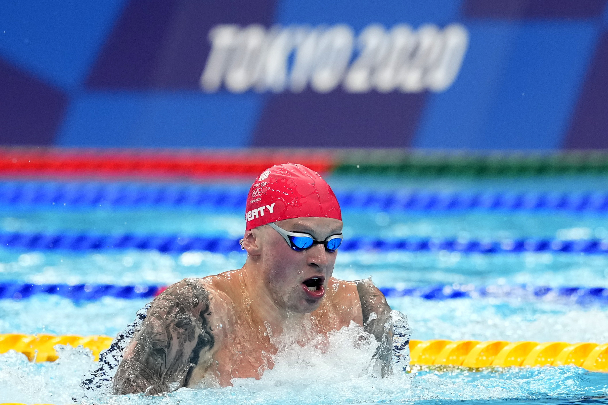 Tokyo 2020 Olympics - Swimming - Men's 100m Breaststroke - Final - Tokyo Aquatics Centre - Tokyo, Japan - July 26, 2021.  Adam Peaty of Britain in action. REUTERS/Aleksandra Szmigiel