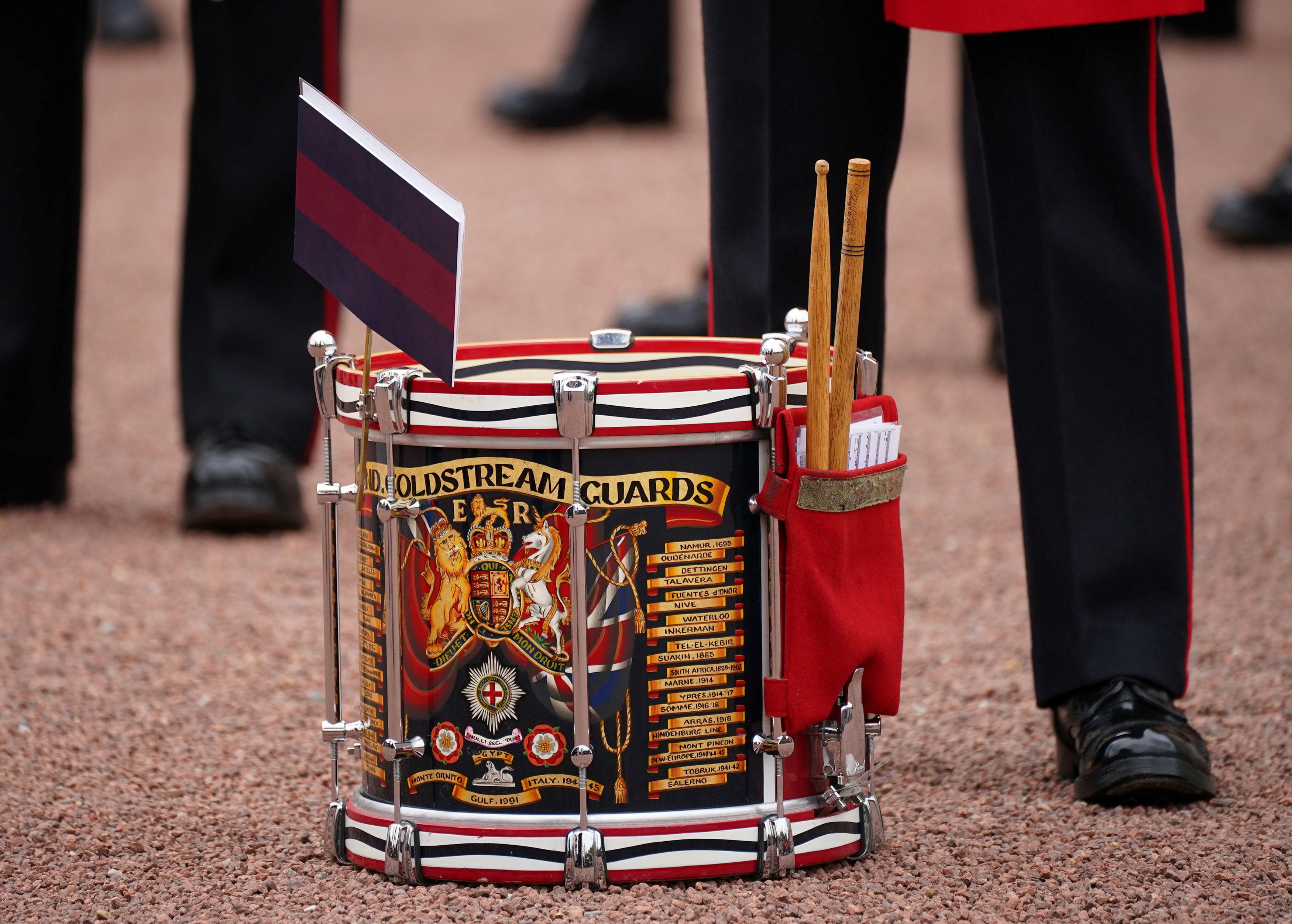Miembros de la Banda de los Guardias de Coldstream participan en el Cambio de Guardia, en la explanada del Palacio de Buckingham, en Londres, Gran Bretaña, el 23 de agosto de 2021. Yui Mok / Pool vía REUTERS