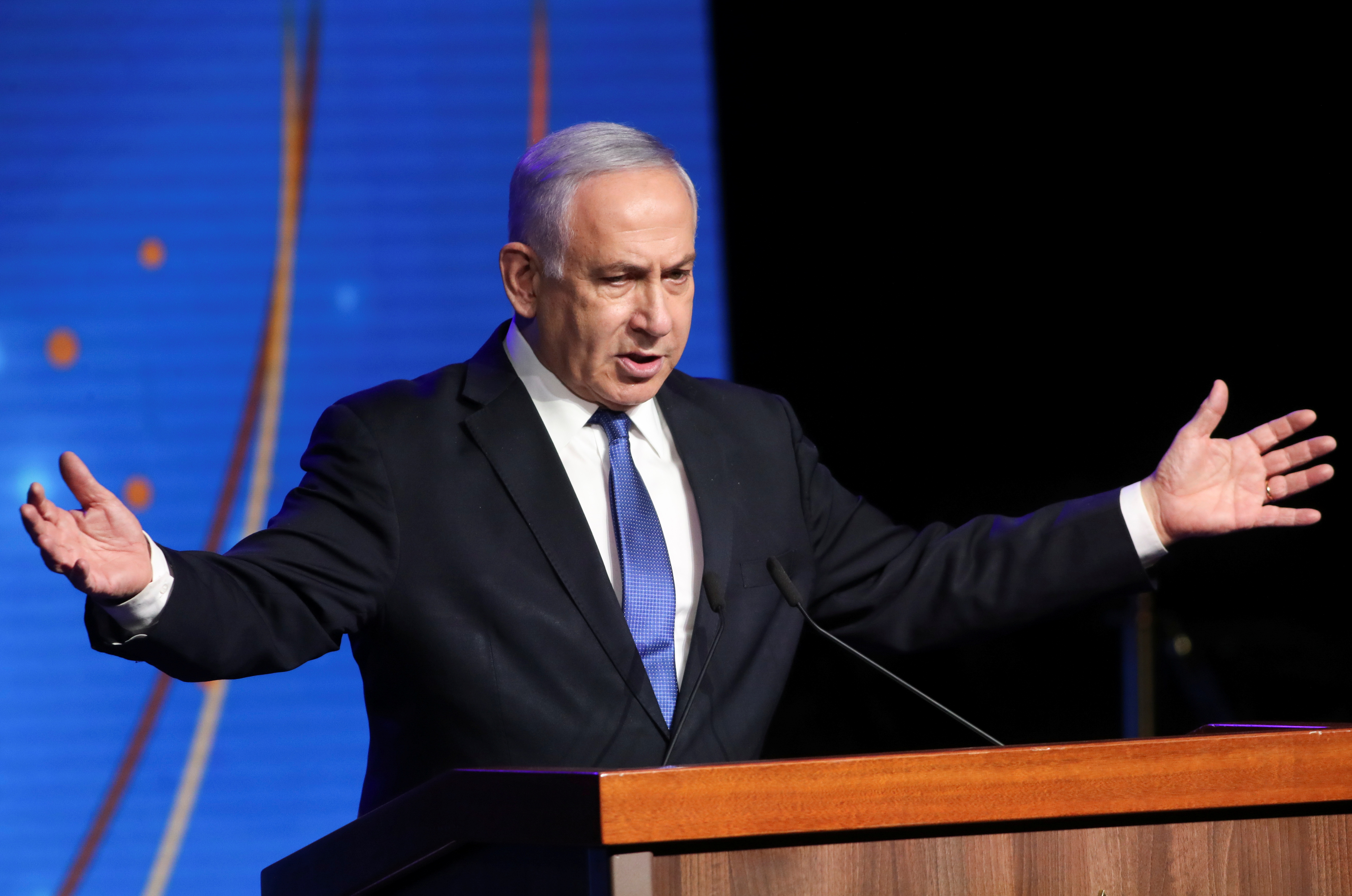 Israeli Prime Minister Benjamin Netanyahu speaks during a ceremony to show appreciation to the health sector for their contribution to the fight against the coronavirus disease (COVID-19), in Jerusalem June 6, 2021. REUTERS/Ronen Zvulun