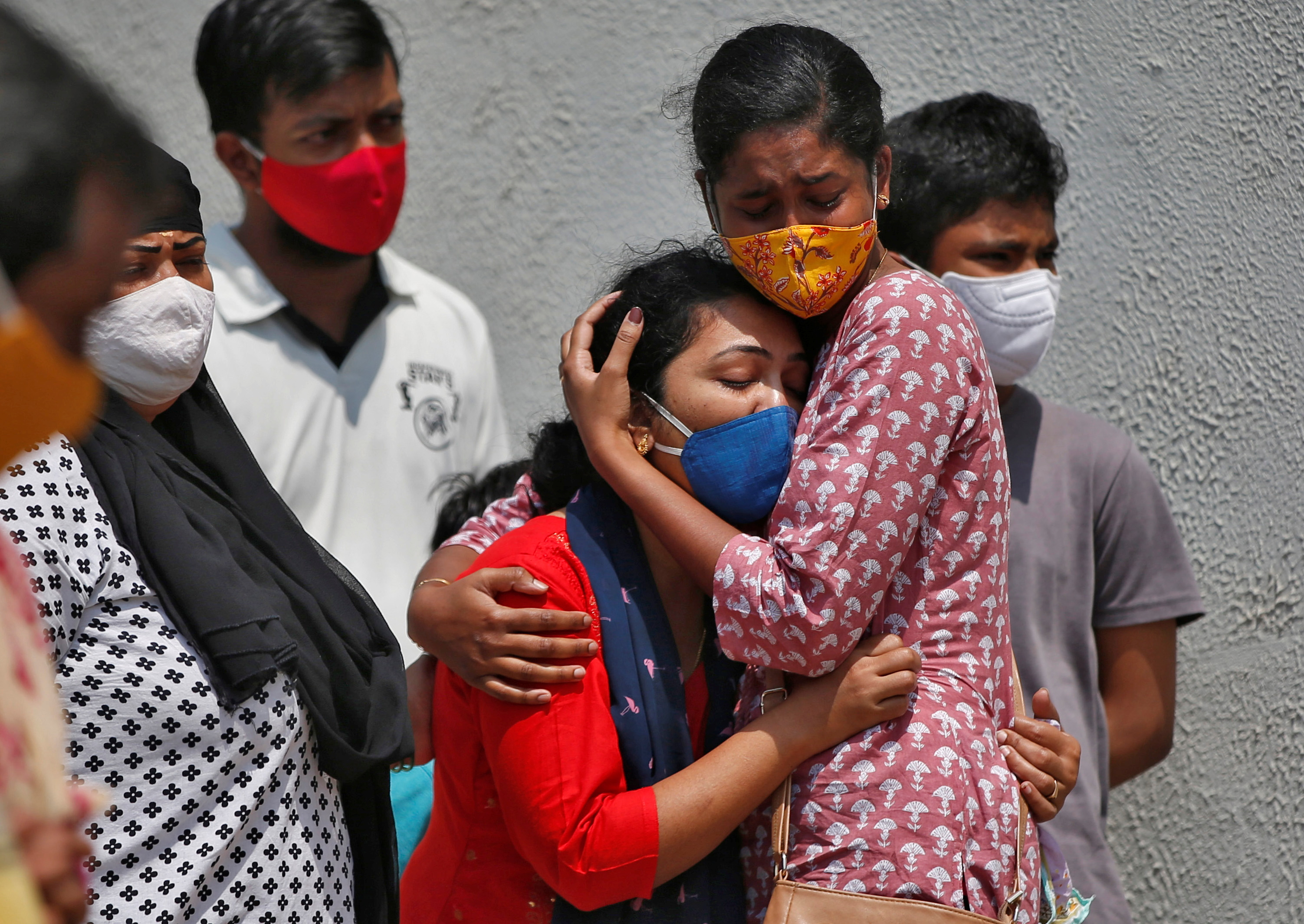 Indian hospitals battle 'chaotic' surge as daily virus infections cross  200,000 | Reuters