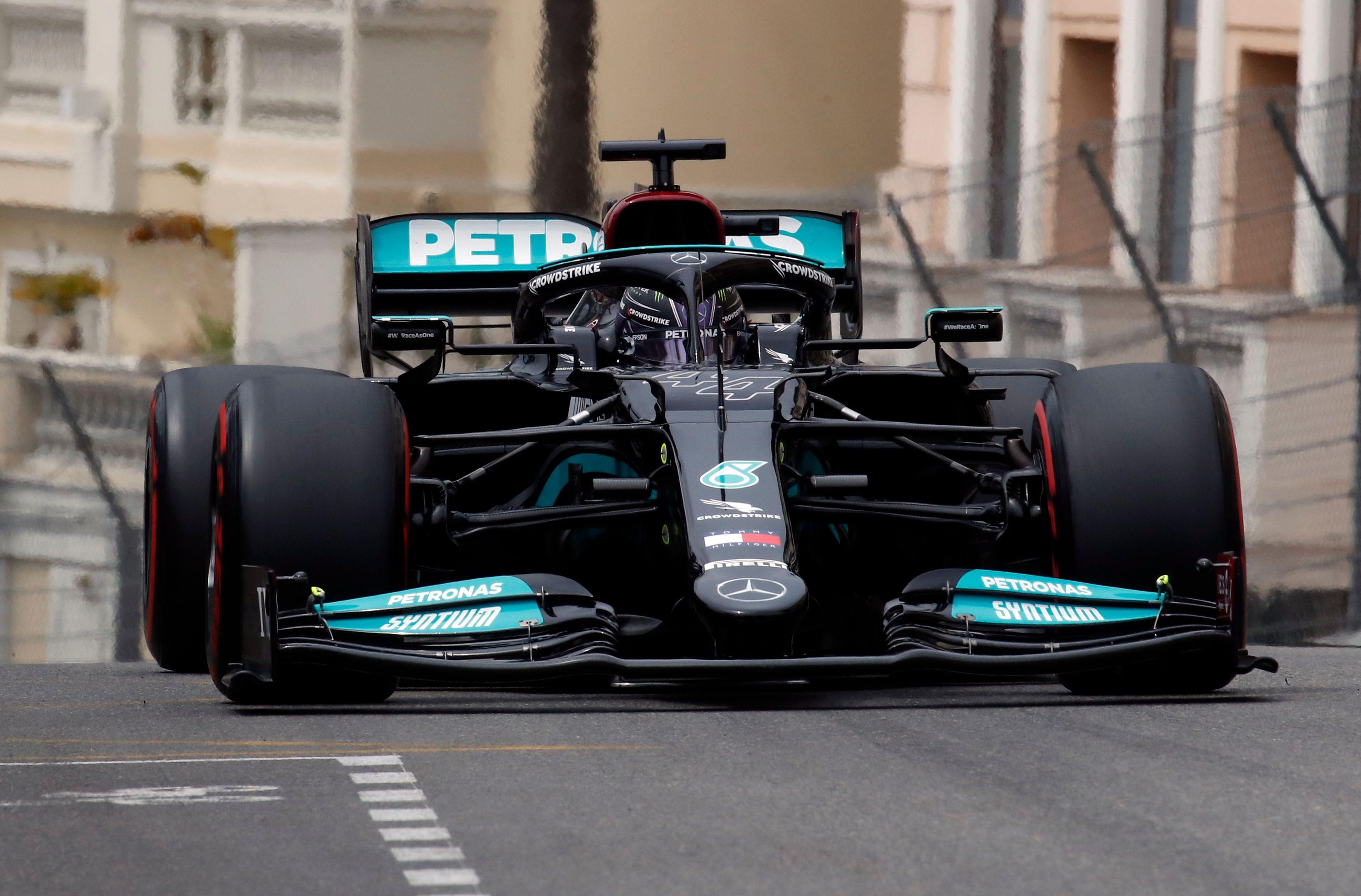 Formula One F1 - Monaco Grand Prix - Circuit de Monaco, Monte Carlo, Monaco - May 22, 2021 Mercedes' Lewis Hamilton during practice REUTERS/Gonzalo Fuentes